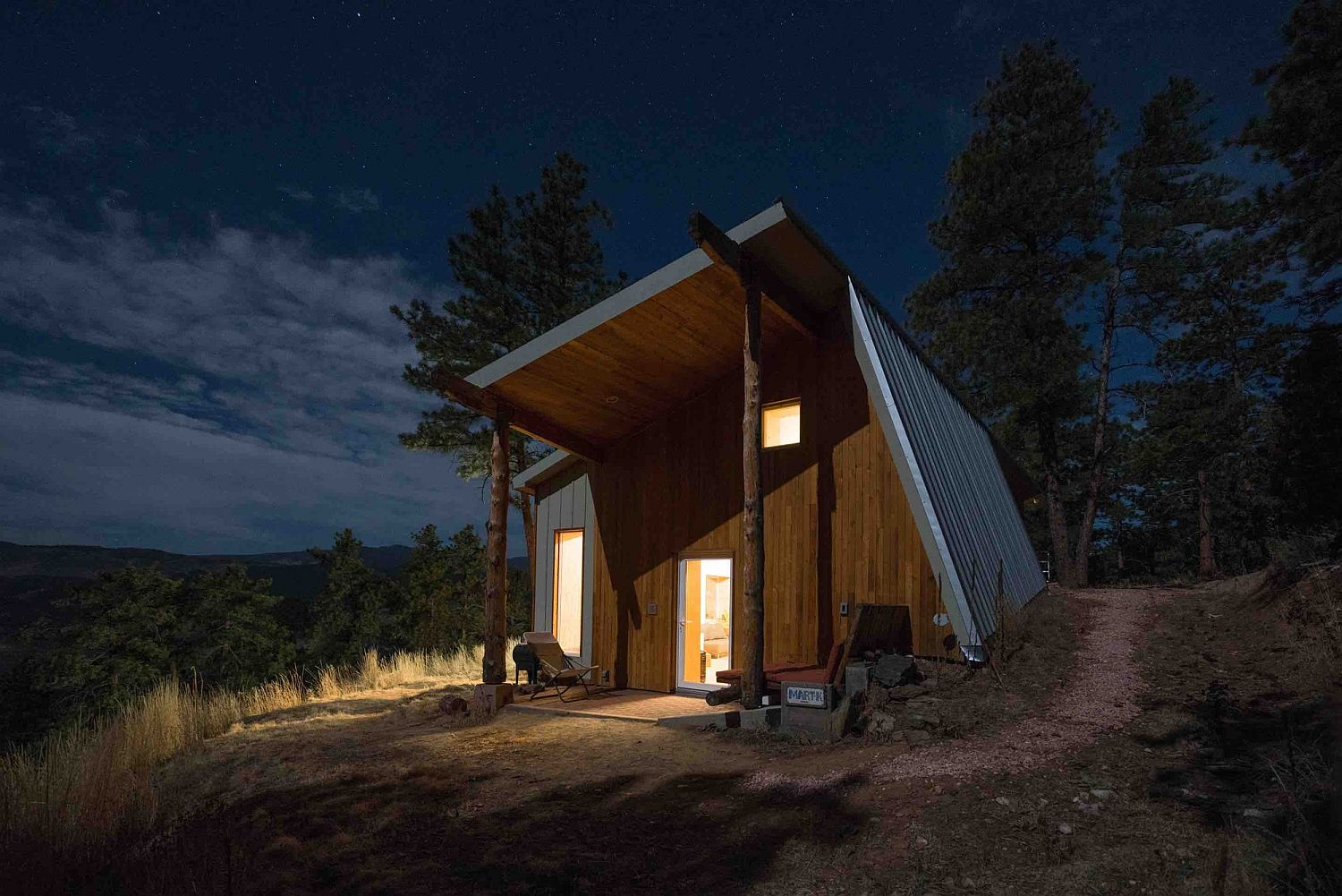Unique design of green home in Rocky Mountains with minimal Japanese design