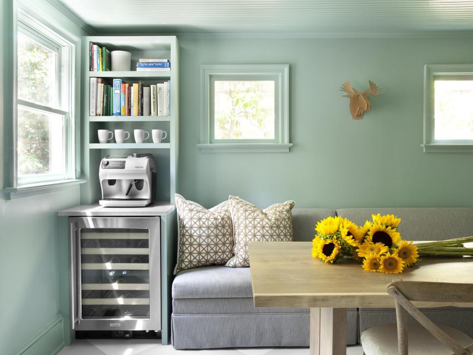 Use mint colored walls for a retro living room
