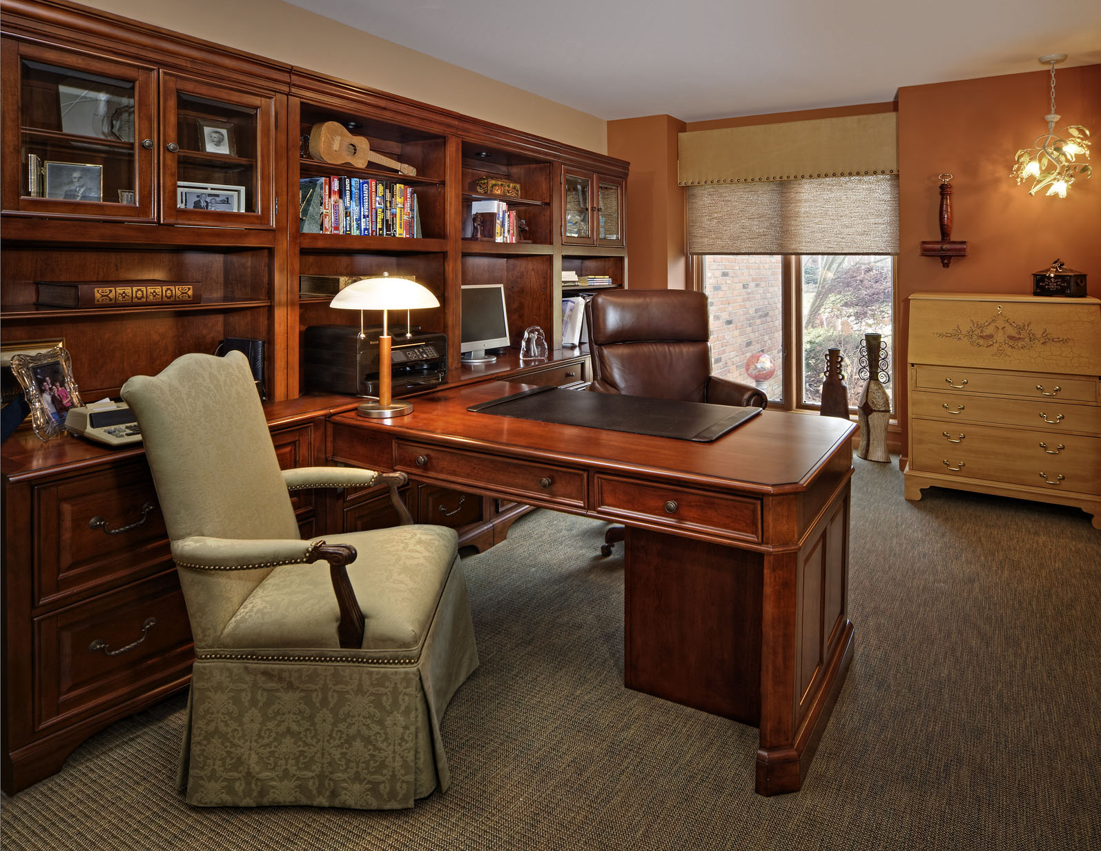 Welcoming office with a center placed desk