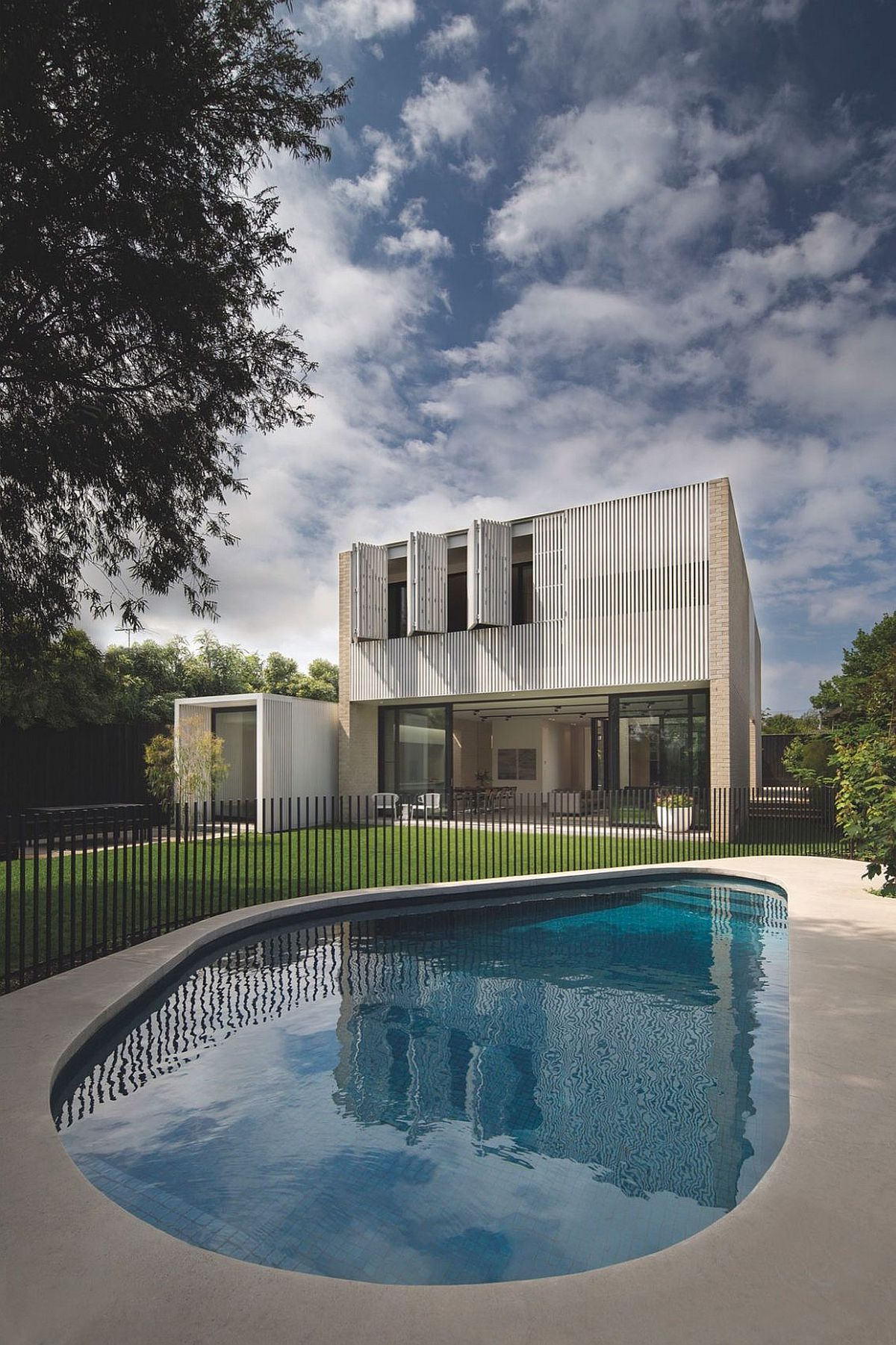 White stained cladding give the Sydney home a unique look