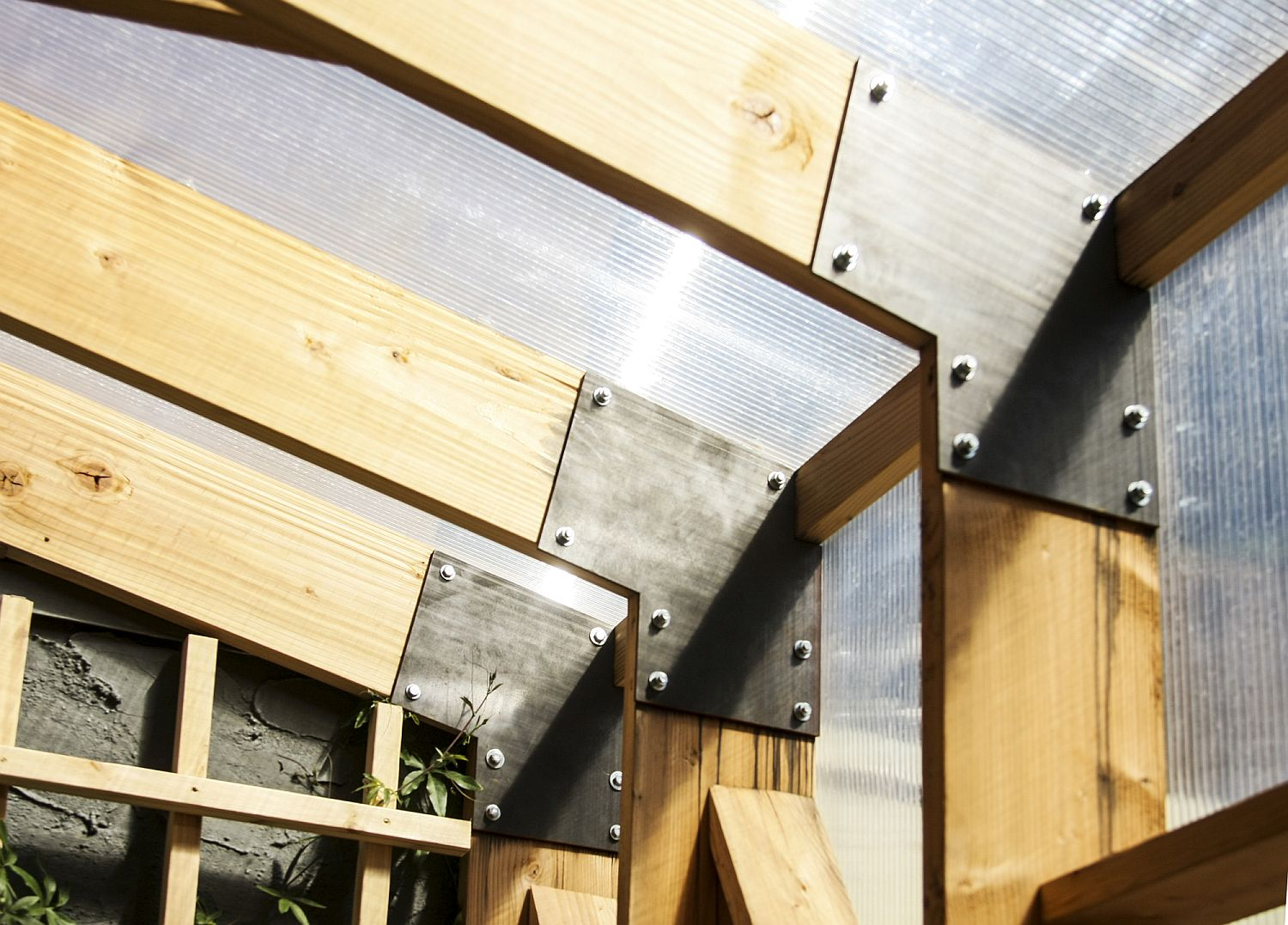 Wooden-frame-of-the-solarium-enhanced-using-metal-joints