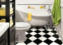 A-diagonal-checkerboard-floor-expands-the-bathroom-217x155