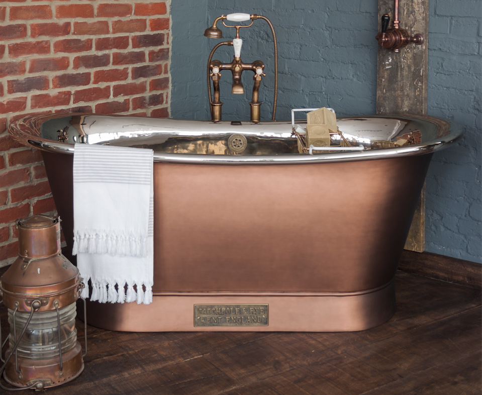 A matte copper bathtub with a neat and elegant look
