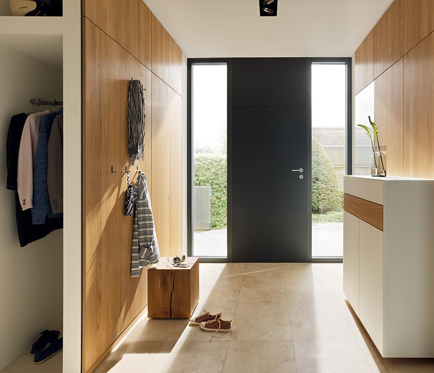 A-wide-entryway-with-simplistic-pieces
