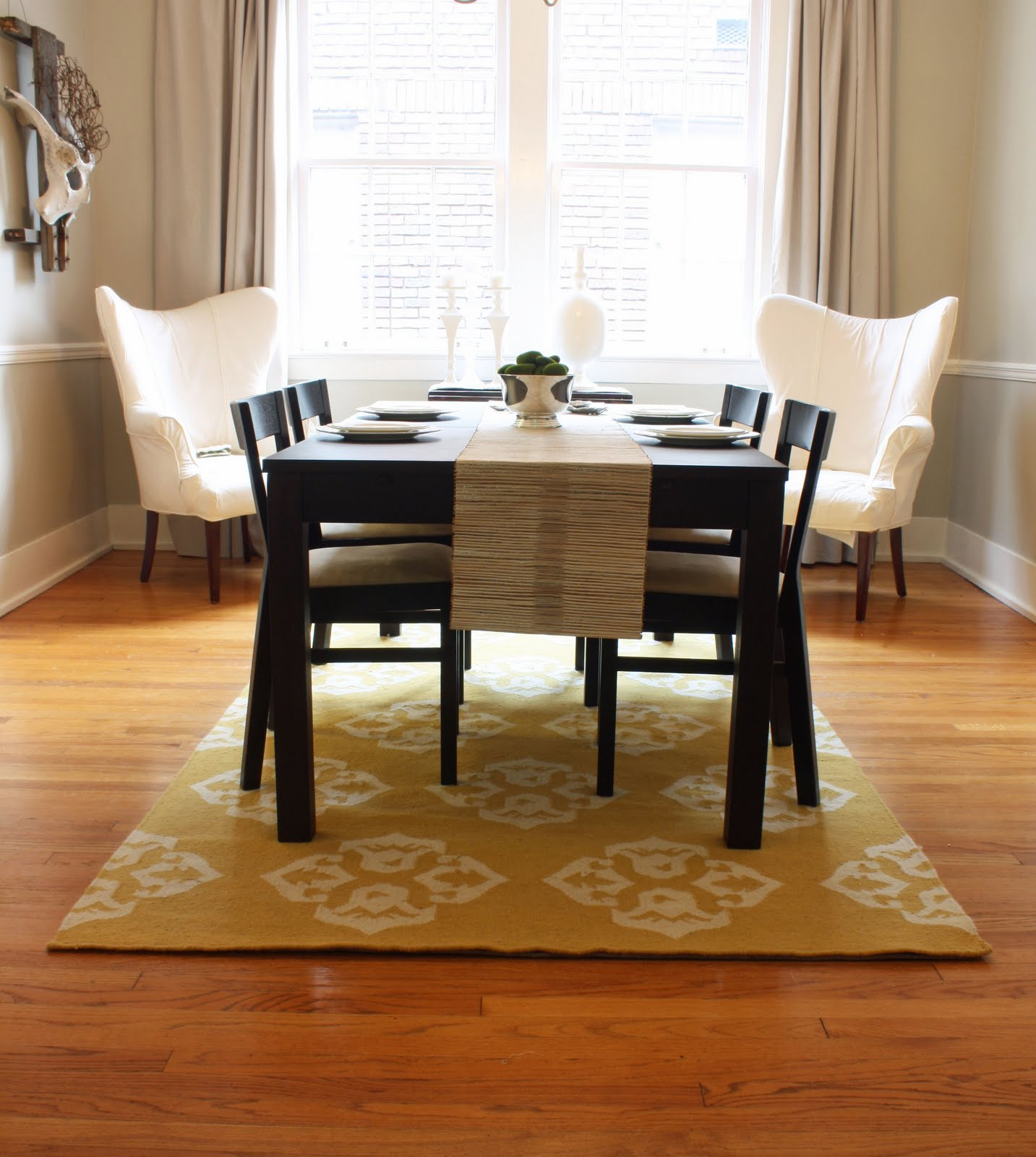 30 rugs that showcase their power under the dining table for Different dining tables