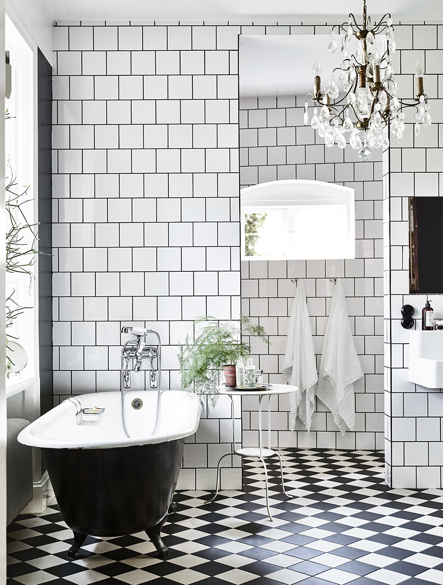Bon View In Gallery. A Bathroom With Checkerboard Floors ...