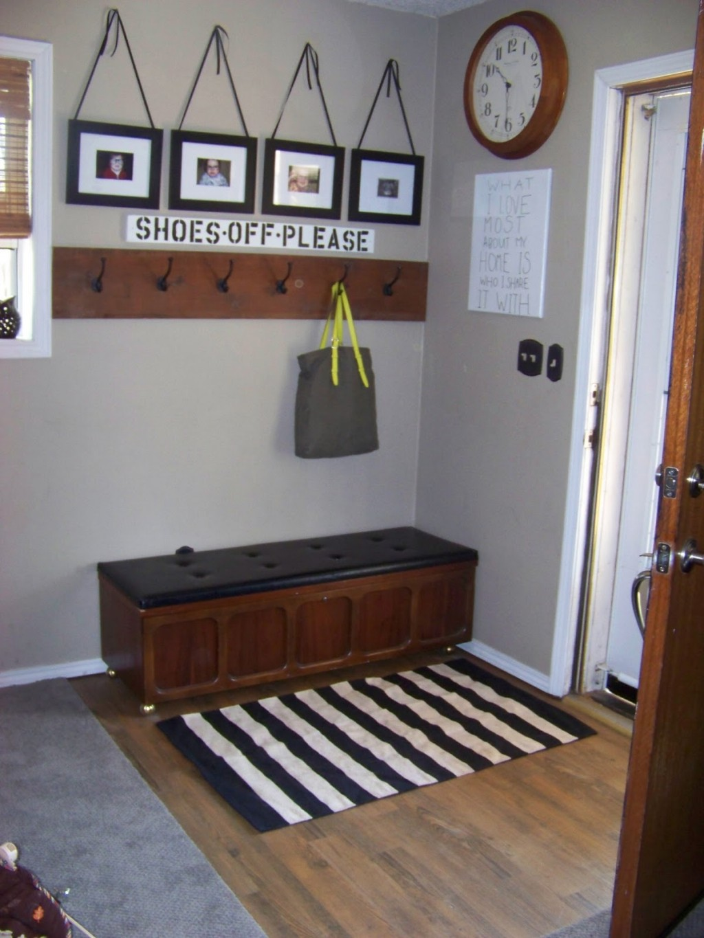 Foyer Minimalist Quote : Ditch the clutter minimalist entryways