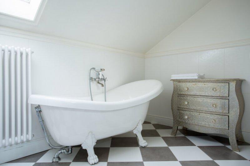 Checkerboard-floors-colored-in-gentle-cream-tones