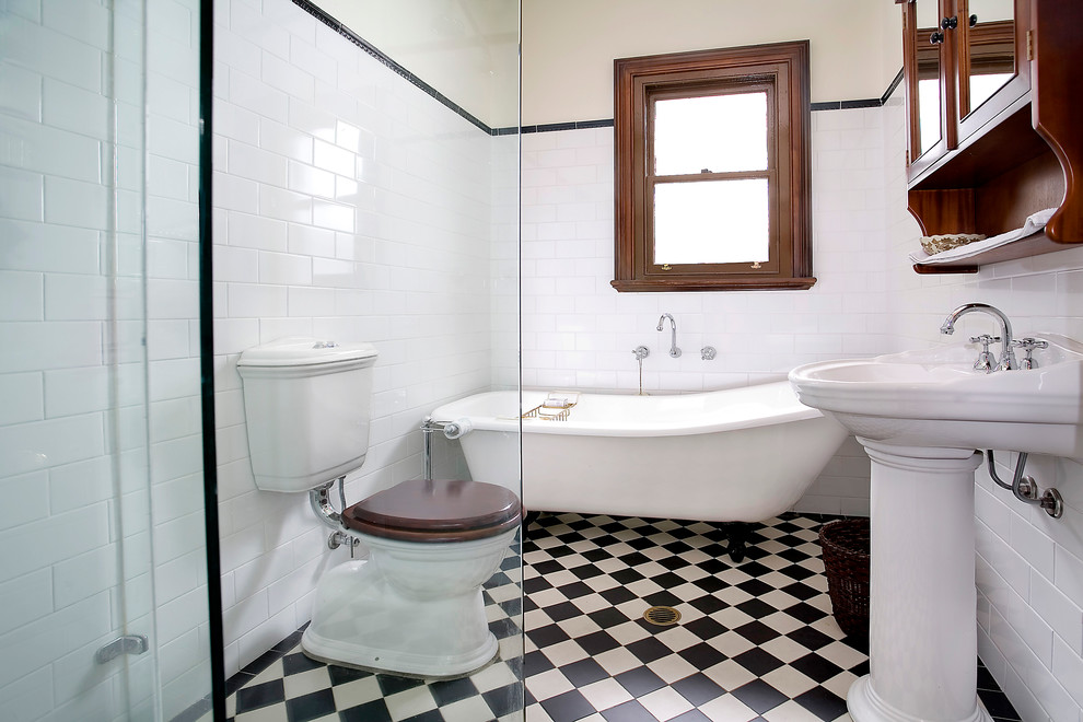 Checkerboard-floors-with-farmhouse-decor-