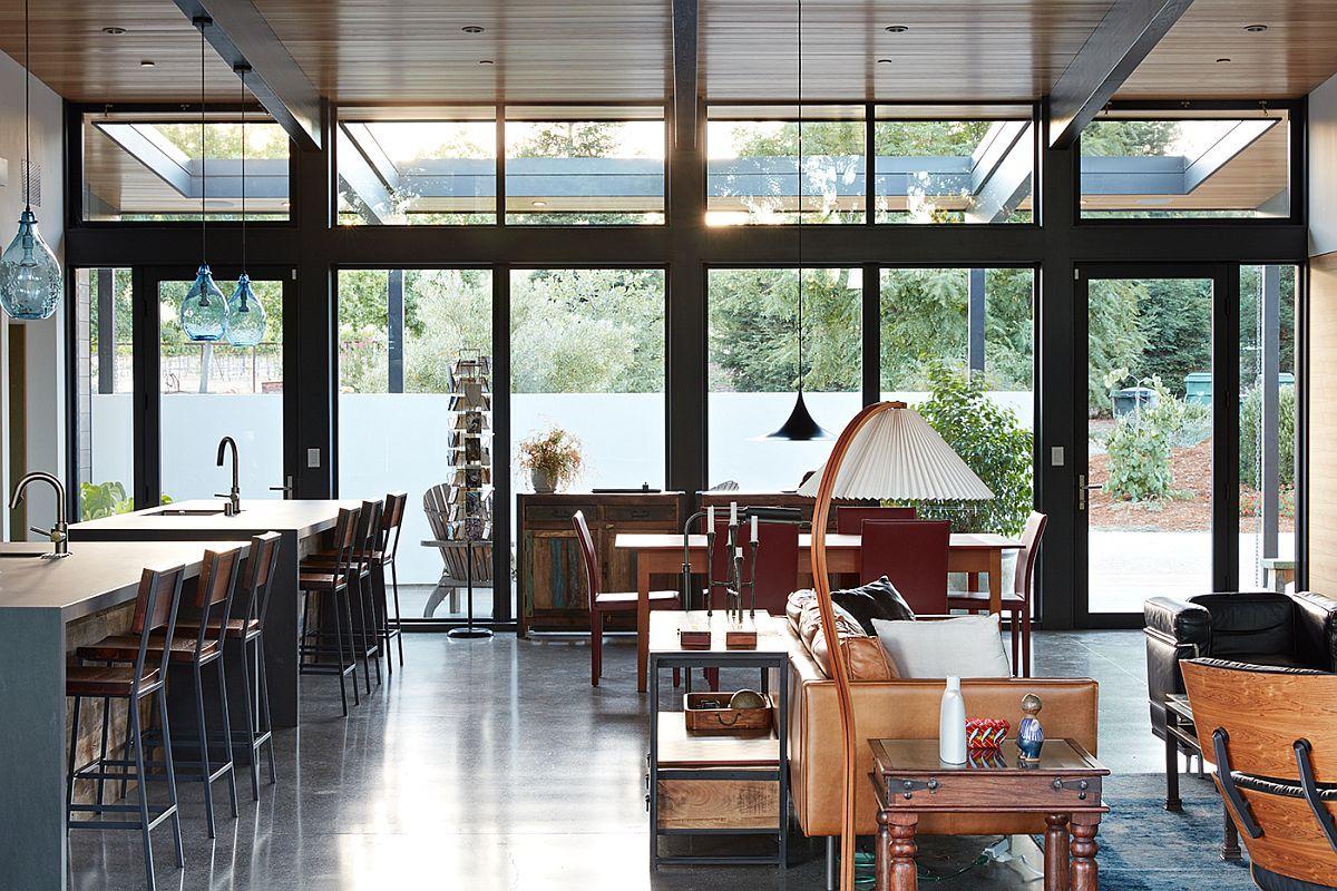 Concrete-flooring-and-energy-efficient-design-of-the-Sacramento-Modern-Residence