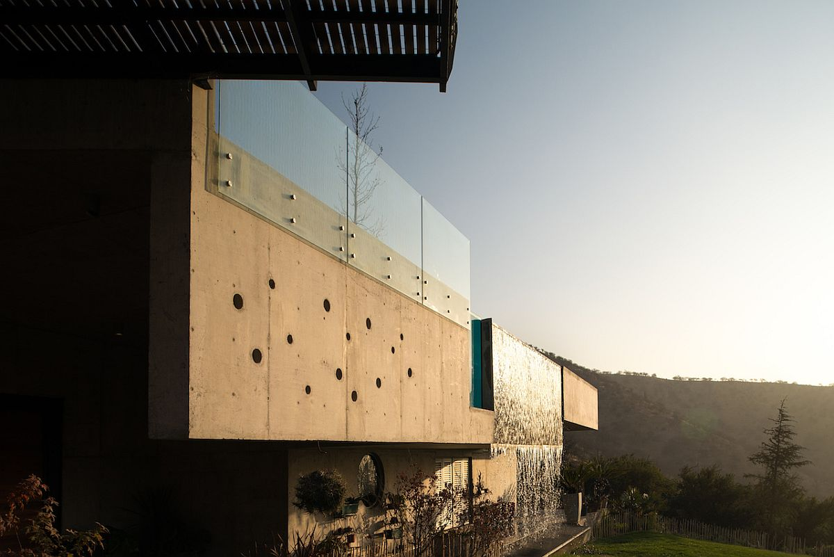 Concrete walls shape the facade of the stylish contemporary home