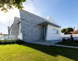 Cultured Minimalism: Margraf Marbles Define Polished Sicilian Villa