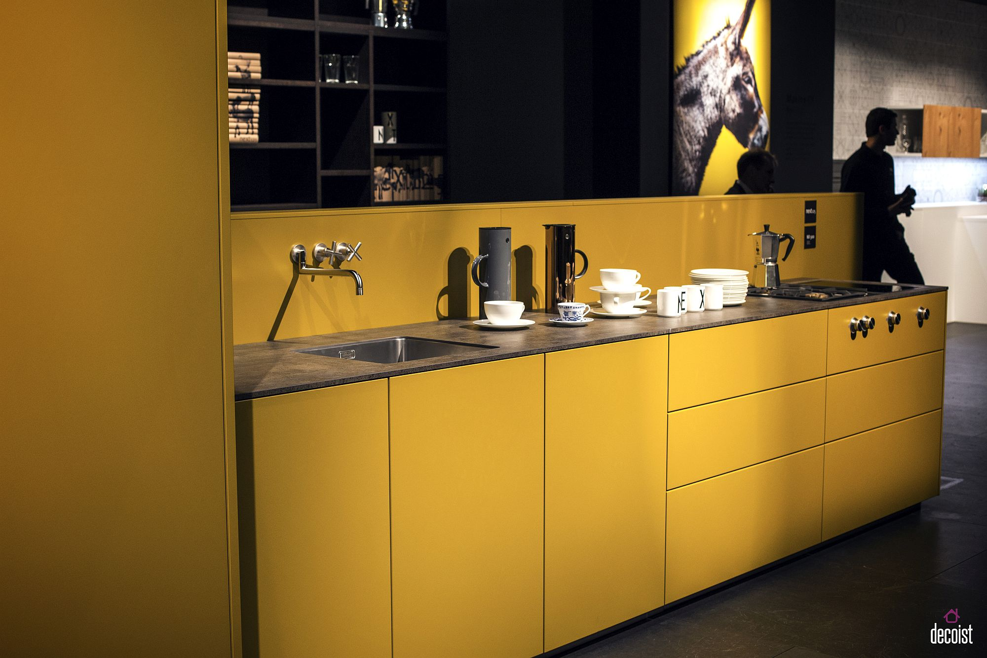 Dashing kitchen in yellow and black with space-savvy design