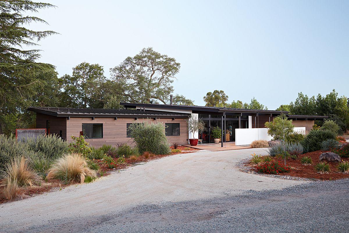 Entry-to-the-Sacramento-Modern-Residence