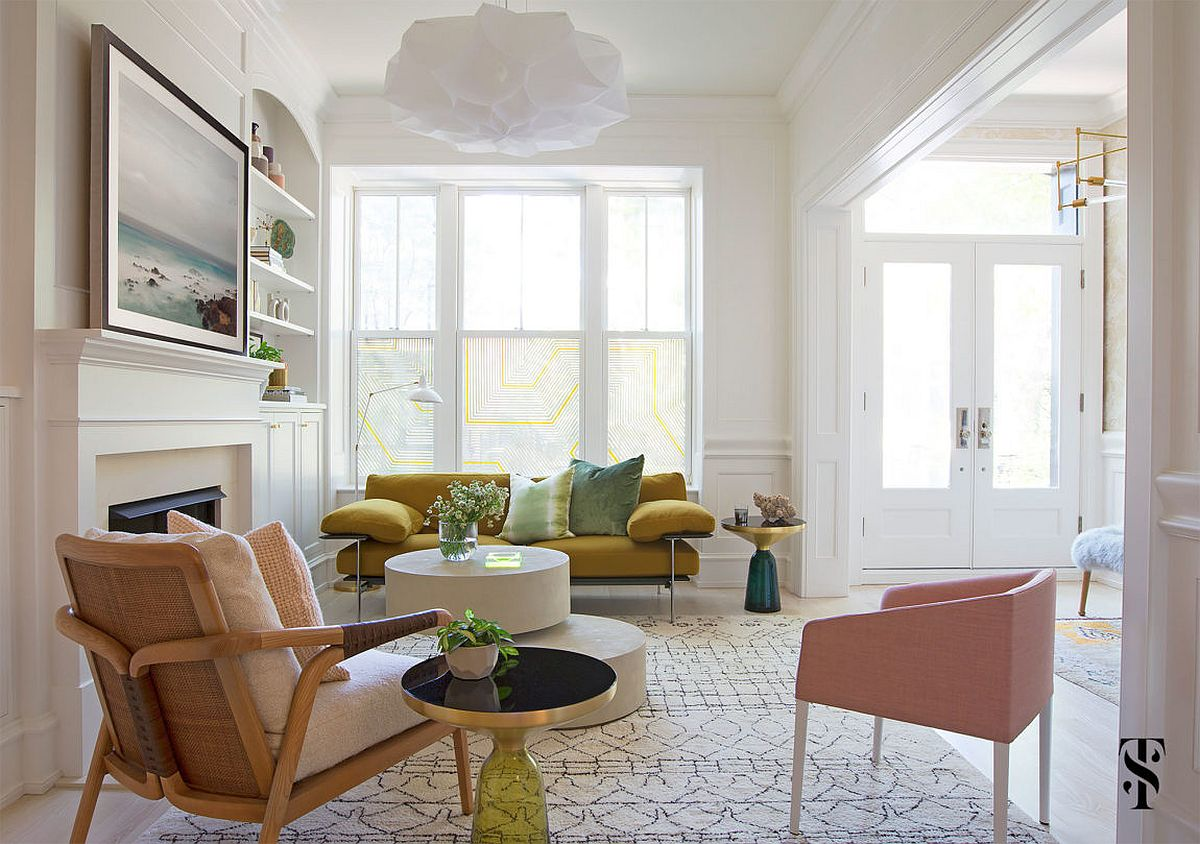 Fabulous living room in white, pastel pink and gold!