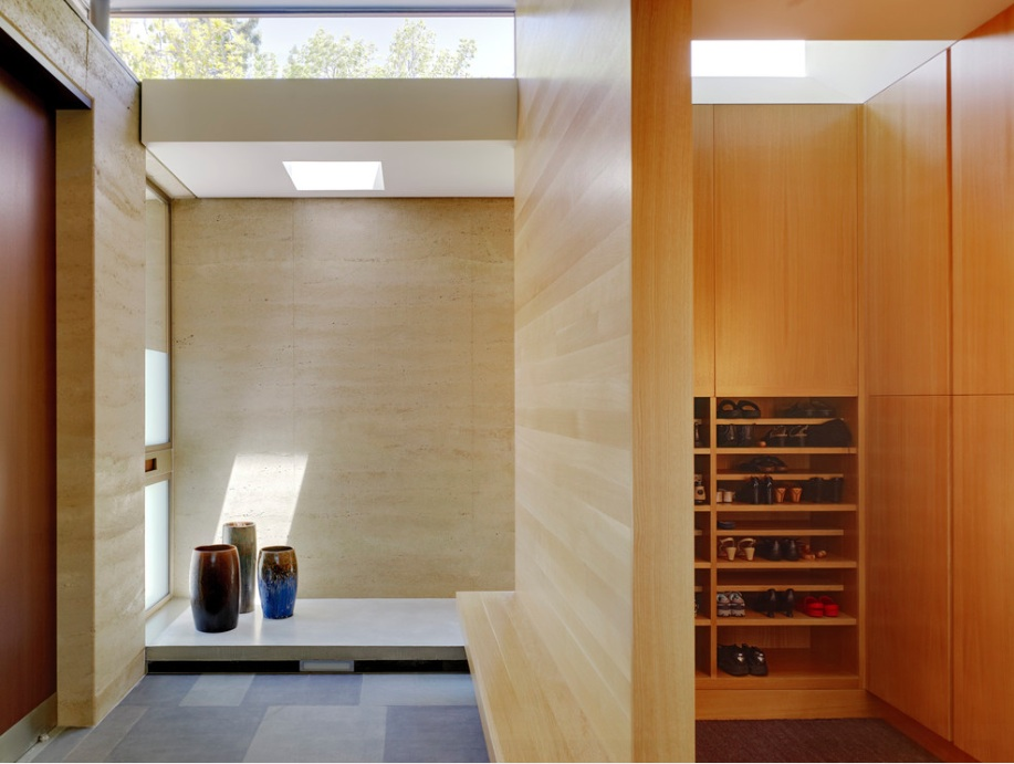 Find inspiration for your simplistic entryway in japanese home decor trends