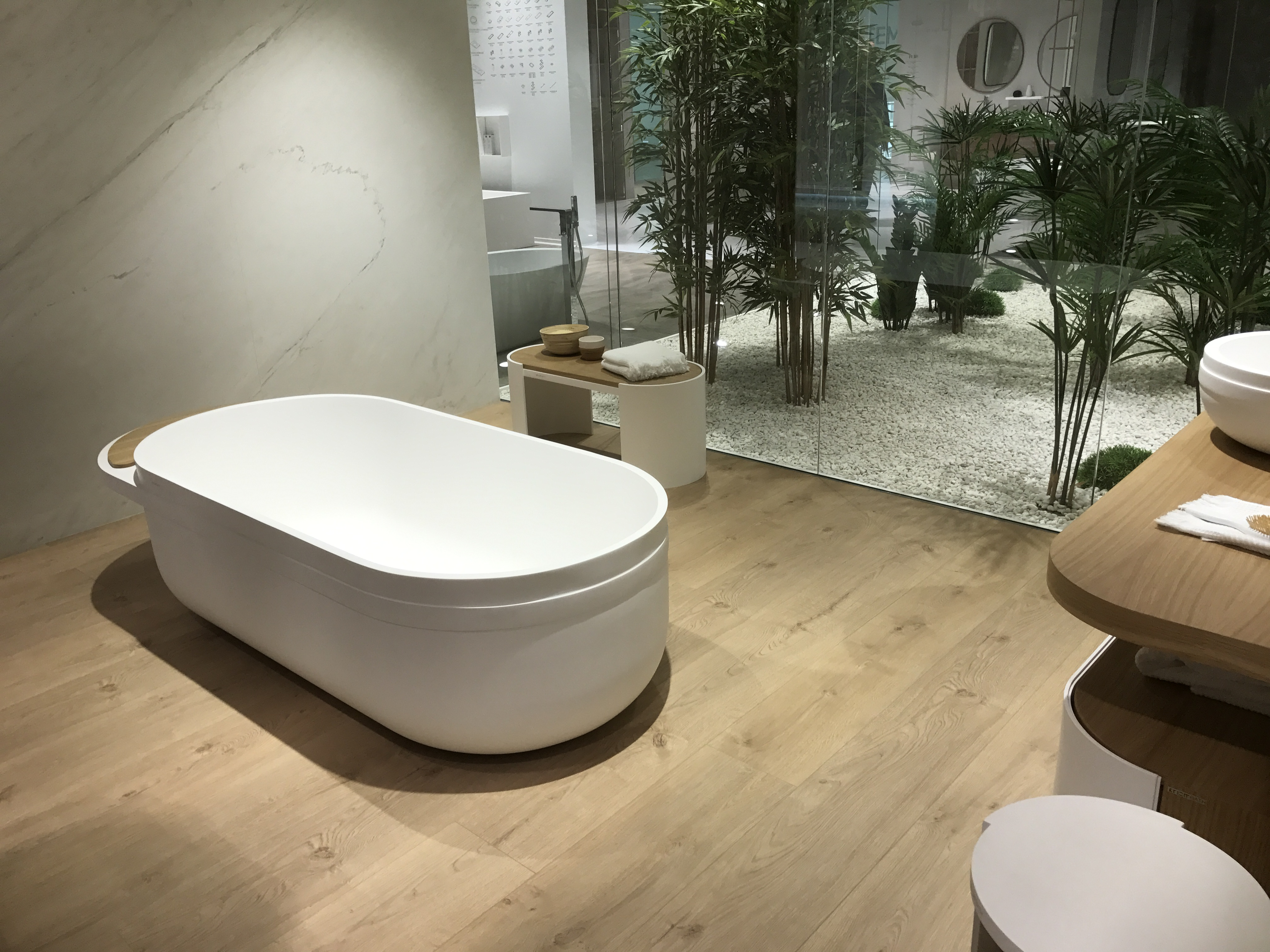 Fluid-shapes-bathroom-collection-contempoary-lines