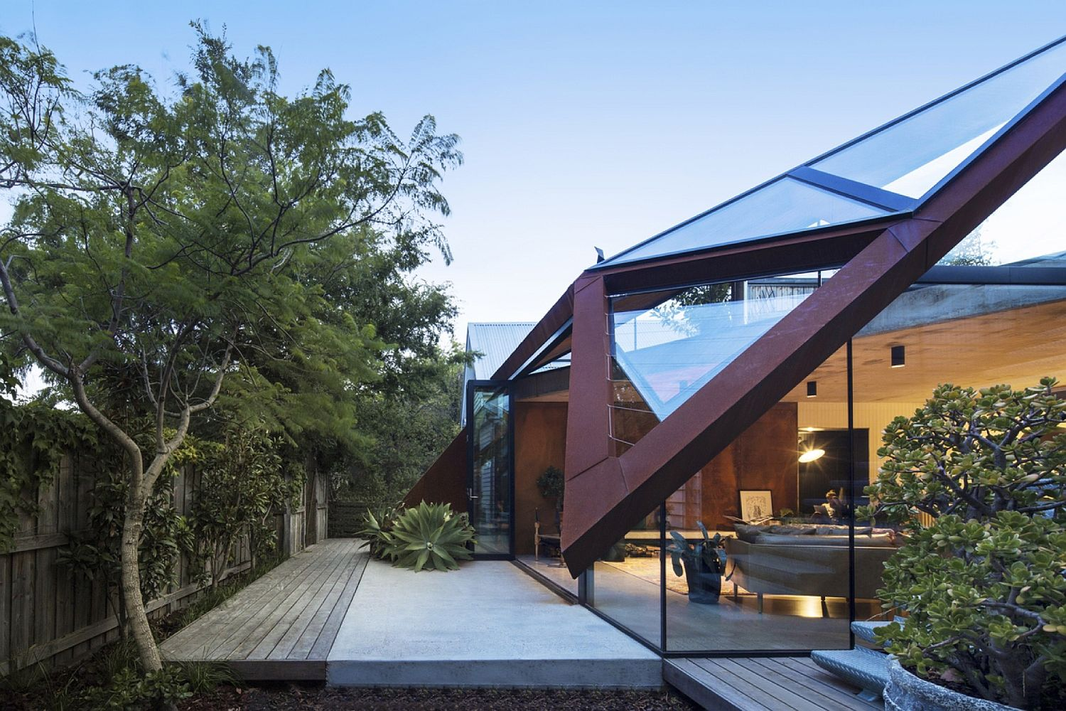 Geometrc design of the glass and metal roof