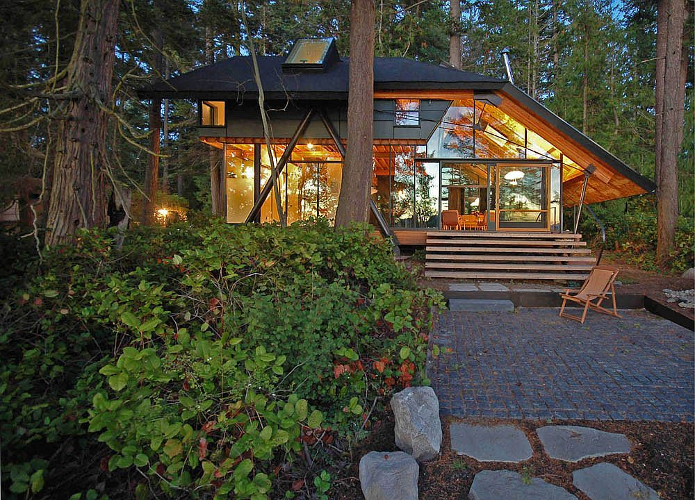 Caring for the planet tranquil cabin retreat in washington for Steel frame cabin