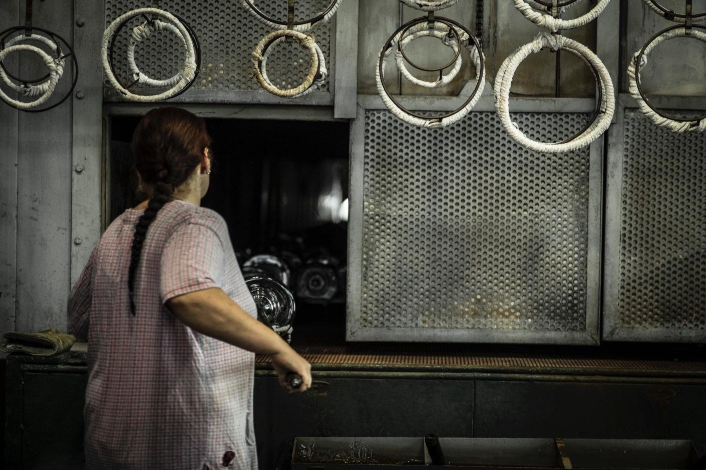 Glassblowing-at-Janštejn-Glassworks-I