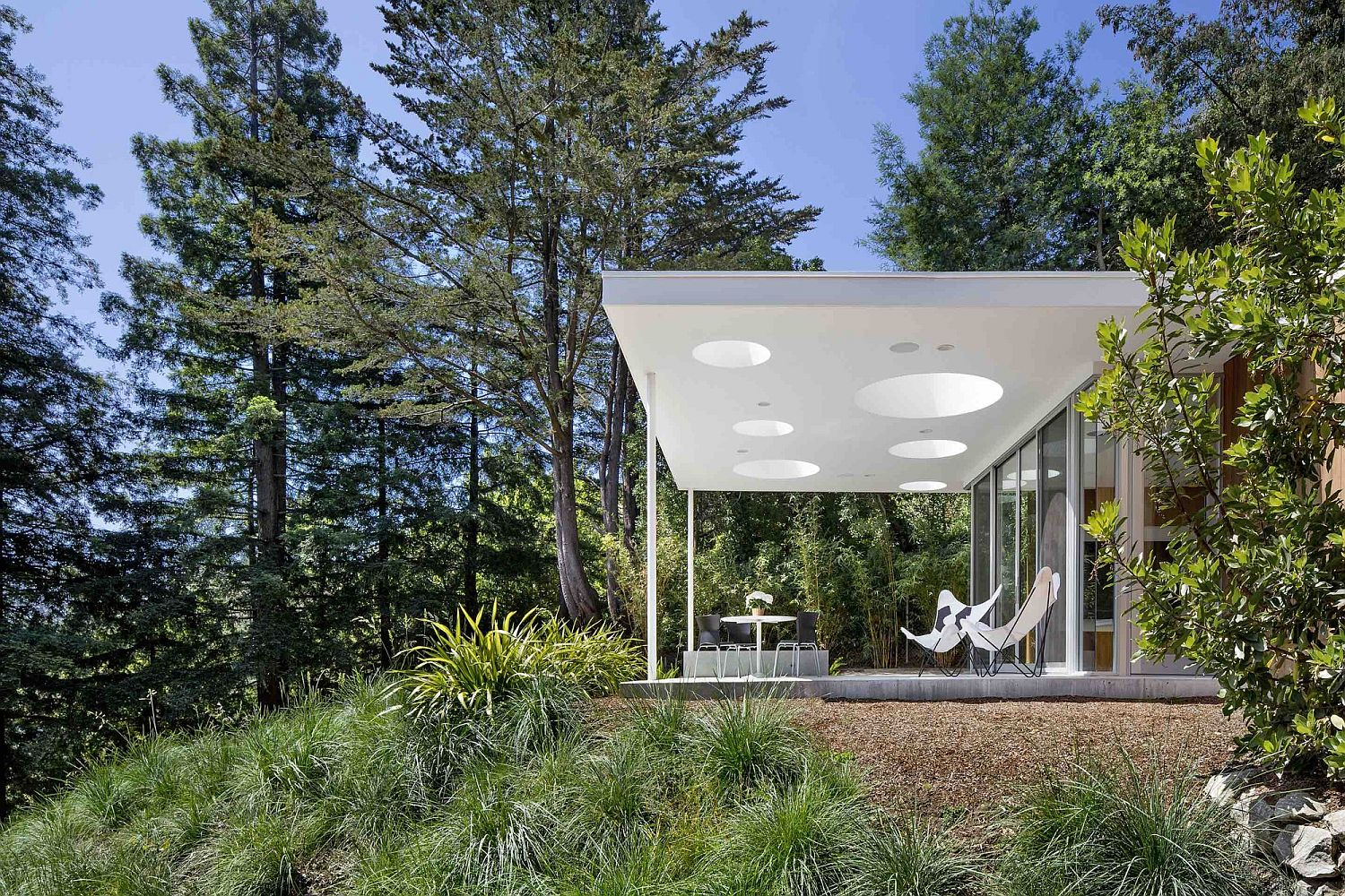 Imaginative-design-of-skylights-adds-to-the-visual-of-the-elegant-porch-as-well