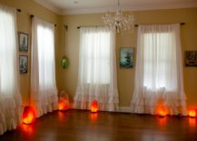 Incorporatie-several-salt-lamps-into-the-living-space-217x155