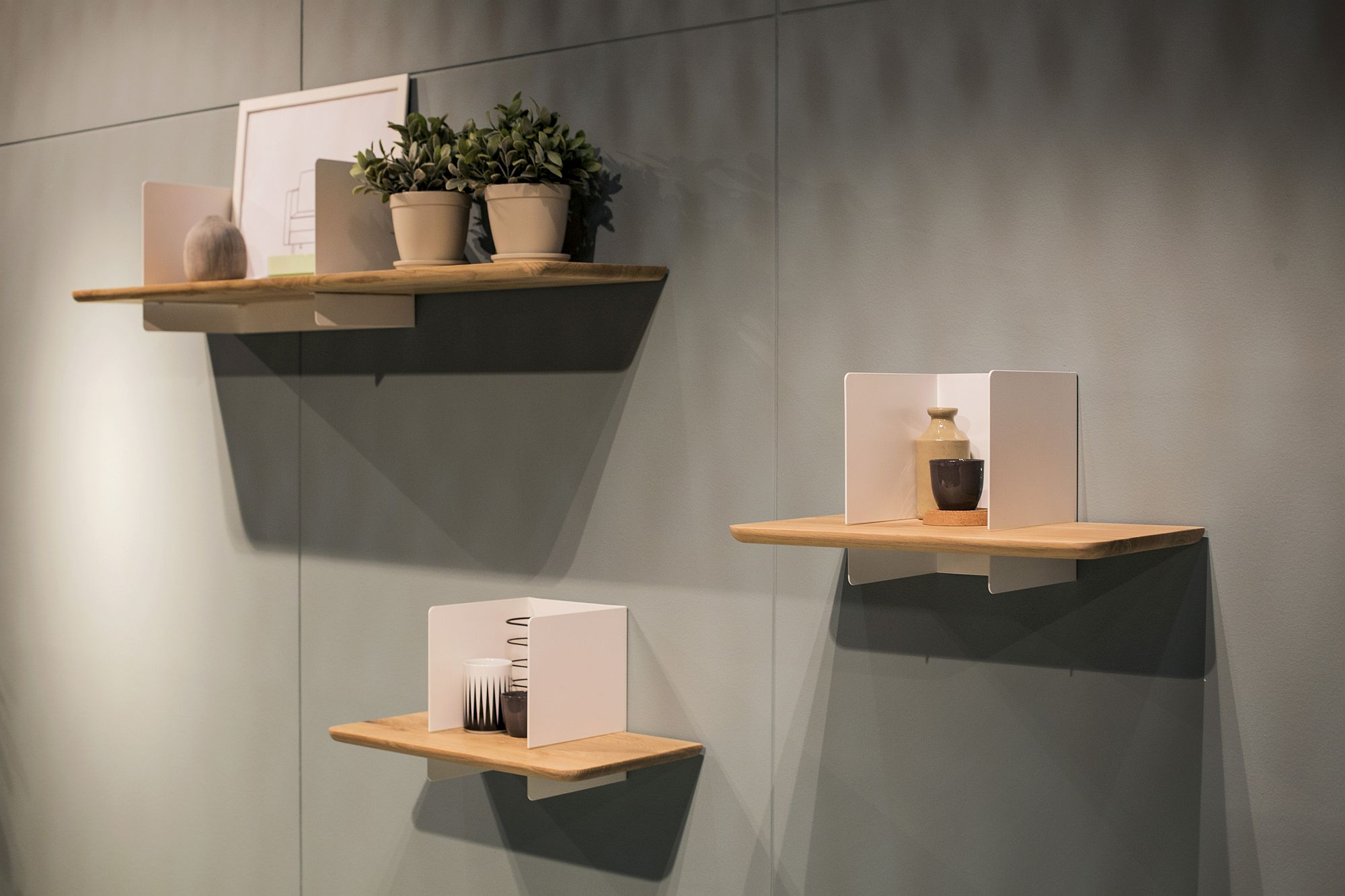 Innovative floating shelves in wood with an open white box