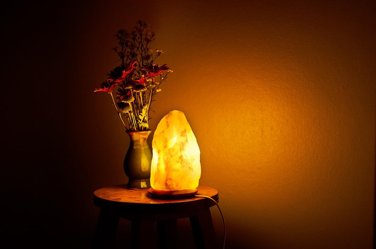 Inspiring-and-intimate-salt-light-decoration-piece-
