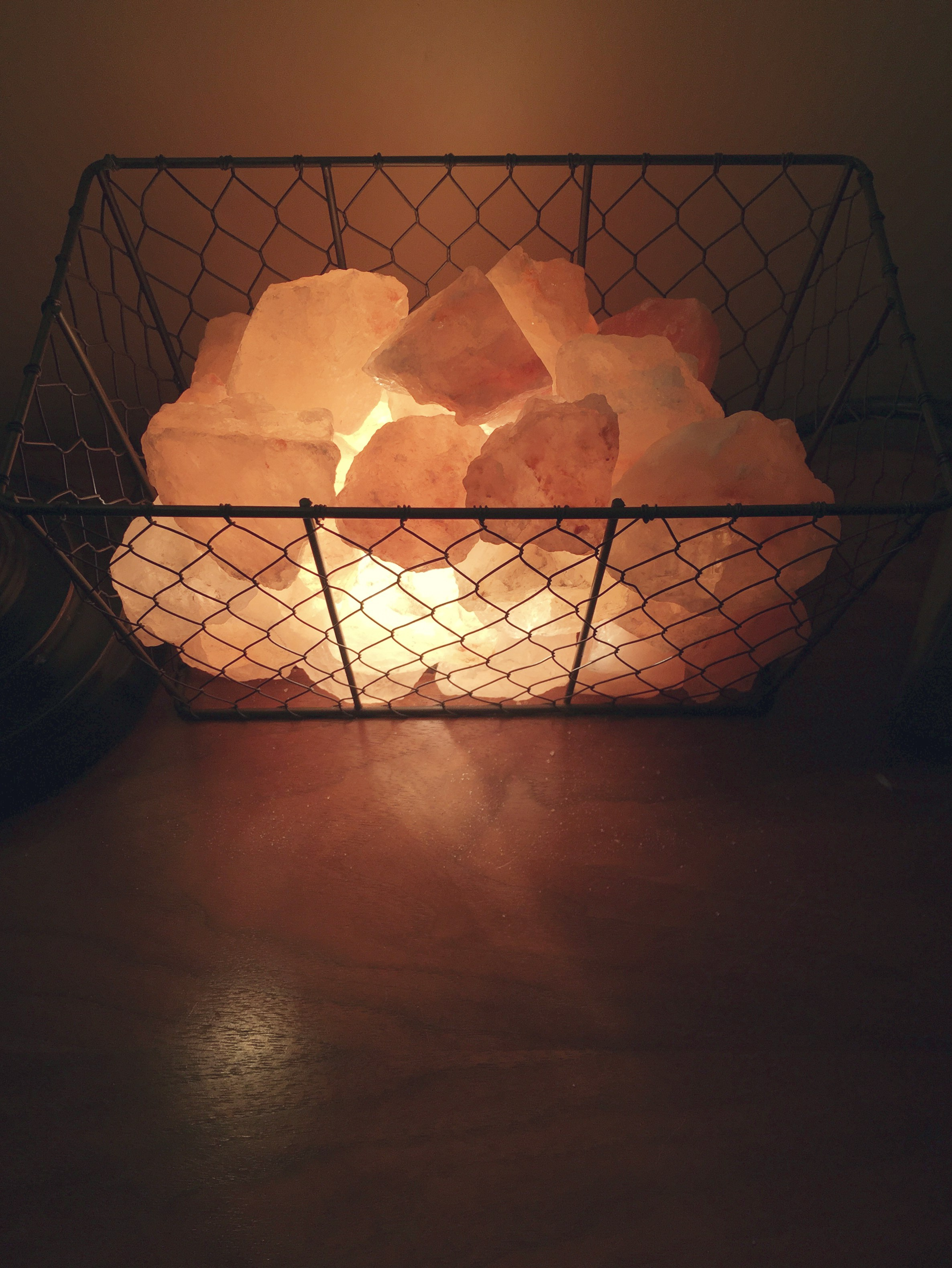 Himalayan Salt Lamps How To Use : Energetic Lights: Himalayan Salt Lamps as a Unique Decor Piece