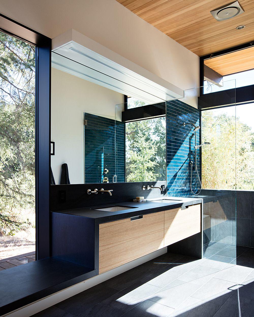 Master-bathroom-at-the-Sacramento-Modern-Residence