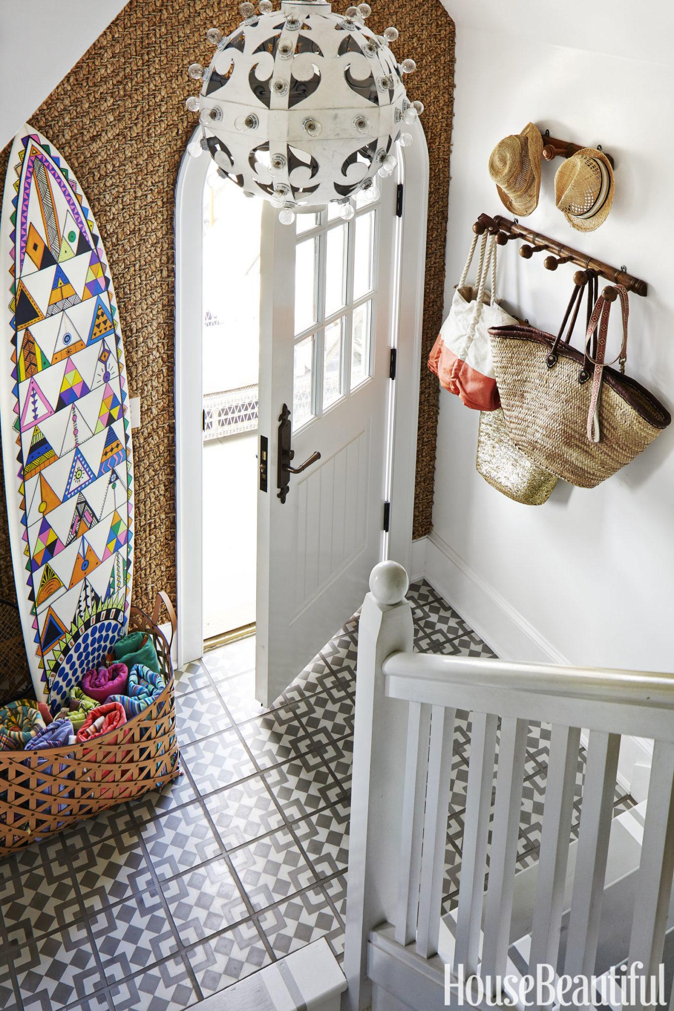 Minimalist-coastal-entryway-with-a-simple-coat-rack-