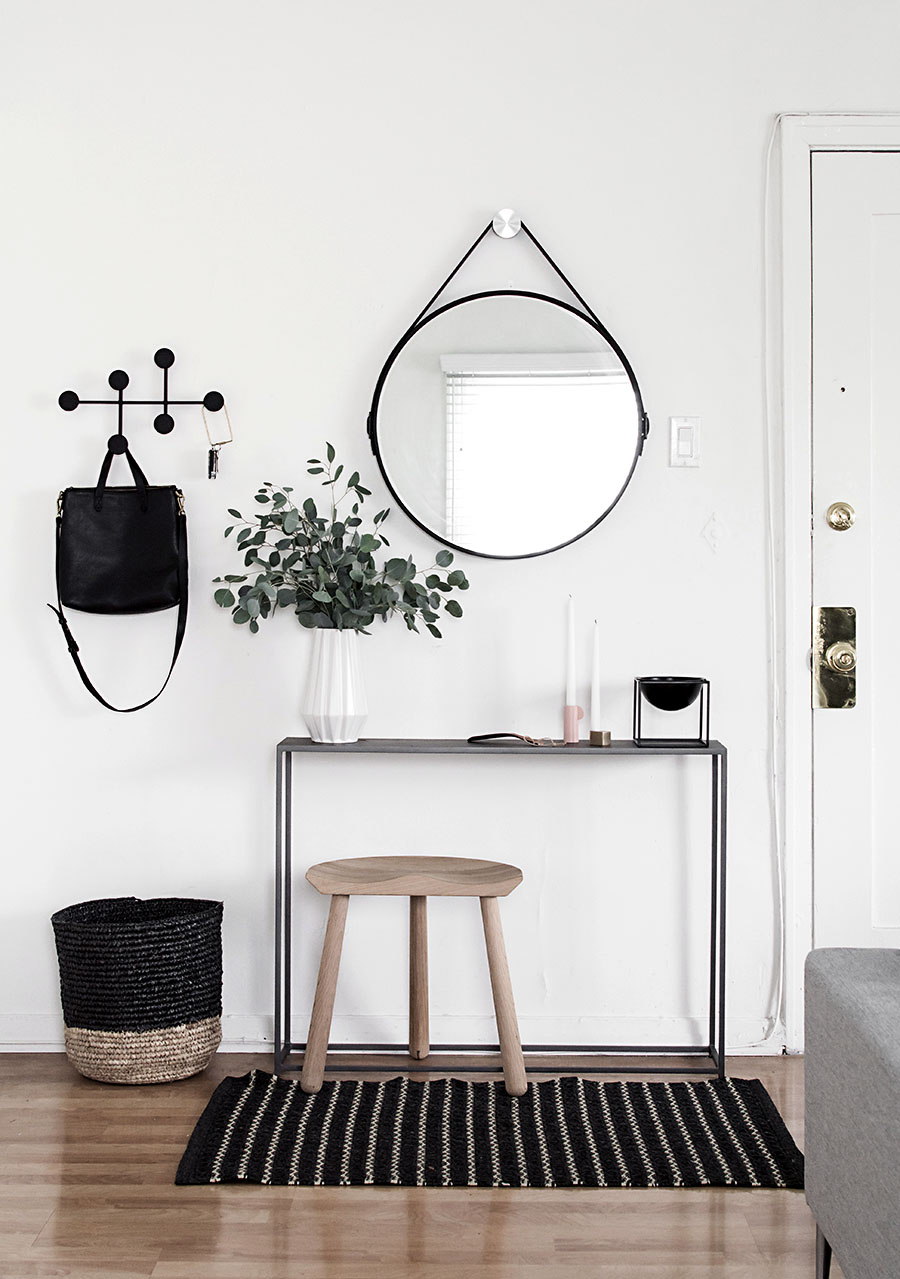 Foyer Minimalist Game : Ditch the clutter minimalist entryways