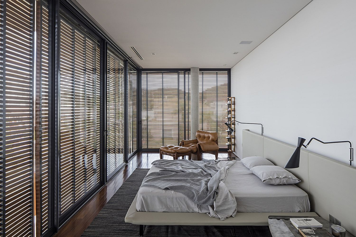 Modern-bedroom-in-white-with-glass-walls-and-wooden-slats