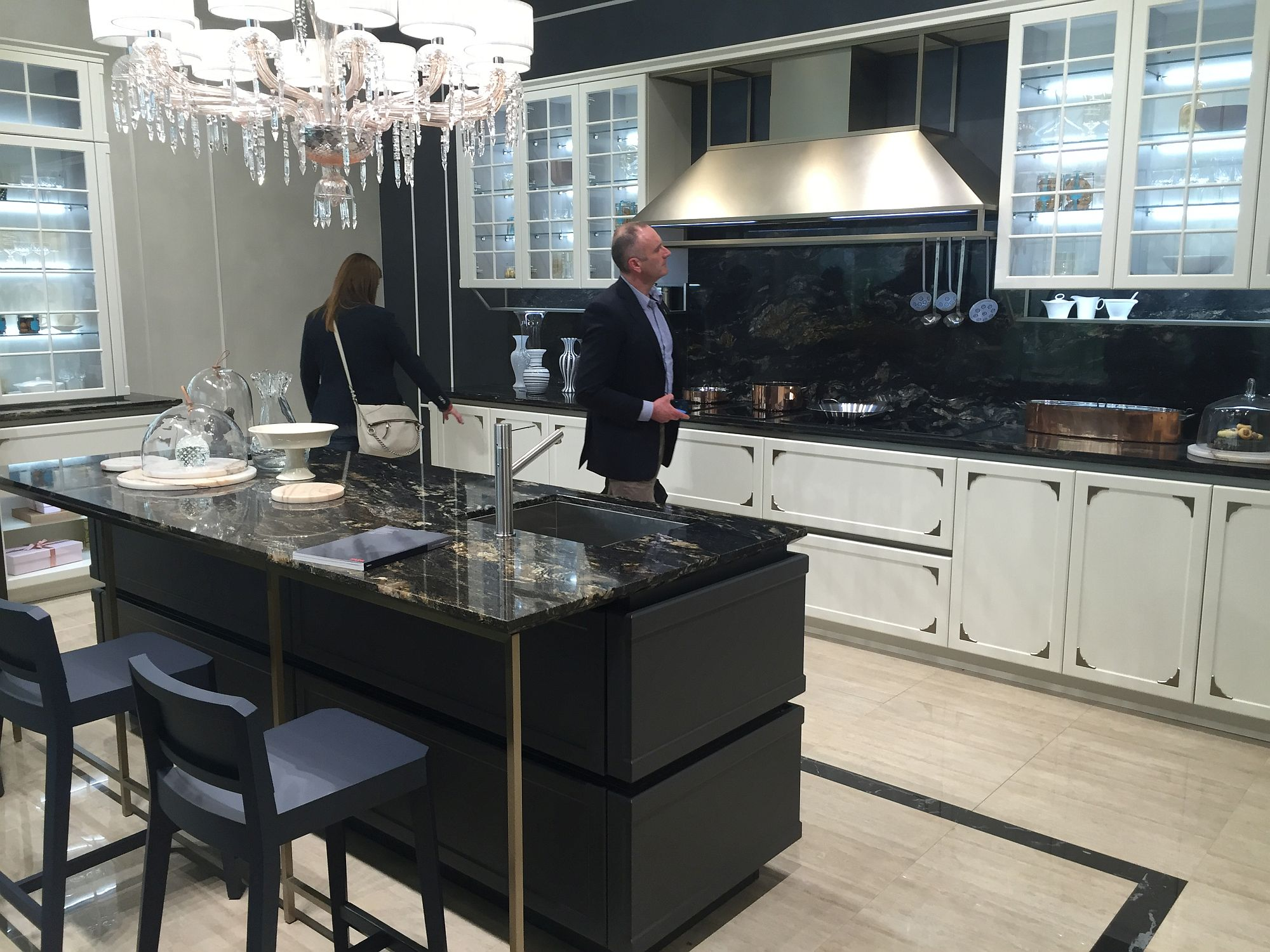 Modern classic kitchen with dark island and a stylish backdrop