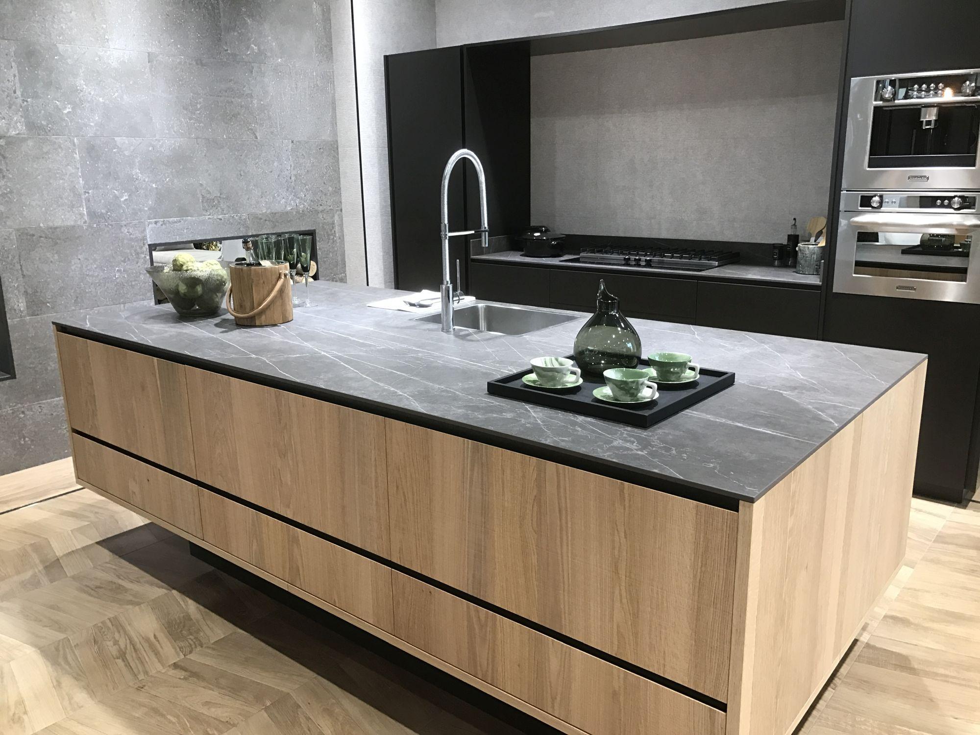 Modern-kitchen-with-parquet-inspired-ceramic-floor-tiles-by-Porcelanosa