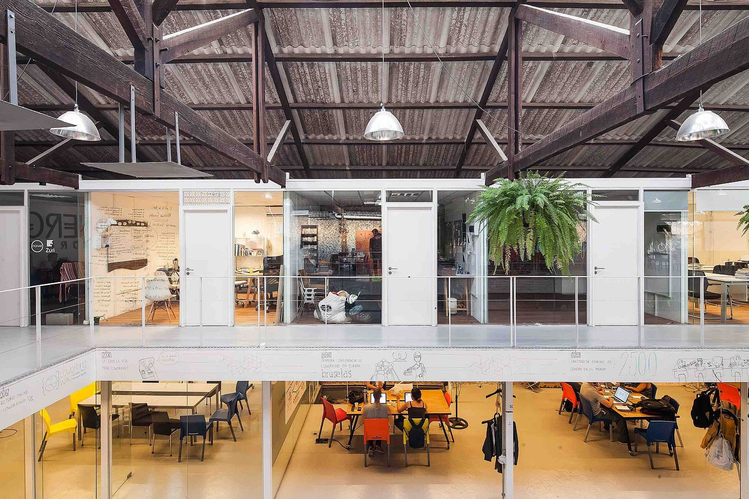 Sinergia cowork palermo adaptive reuse at its industrial best for Escritorios uruguay