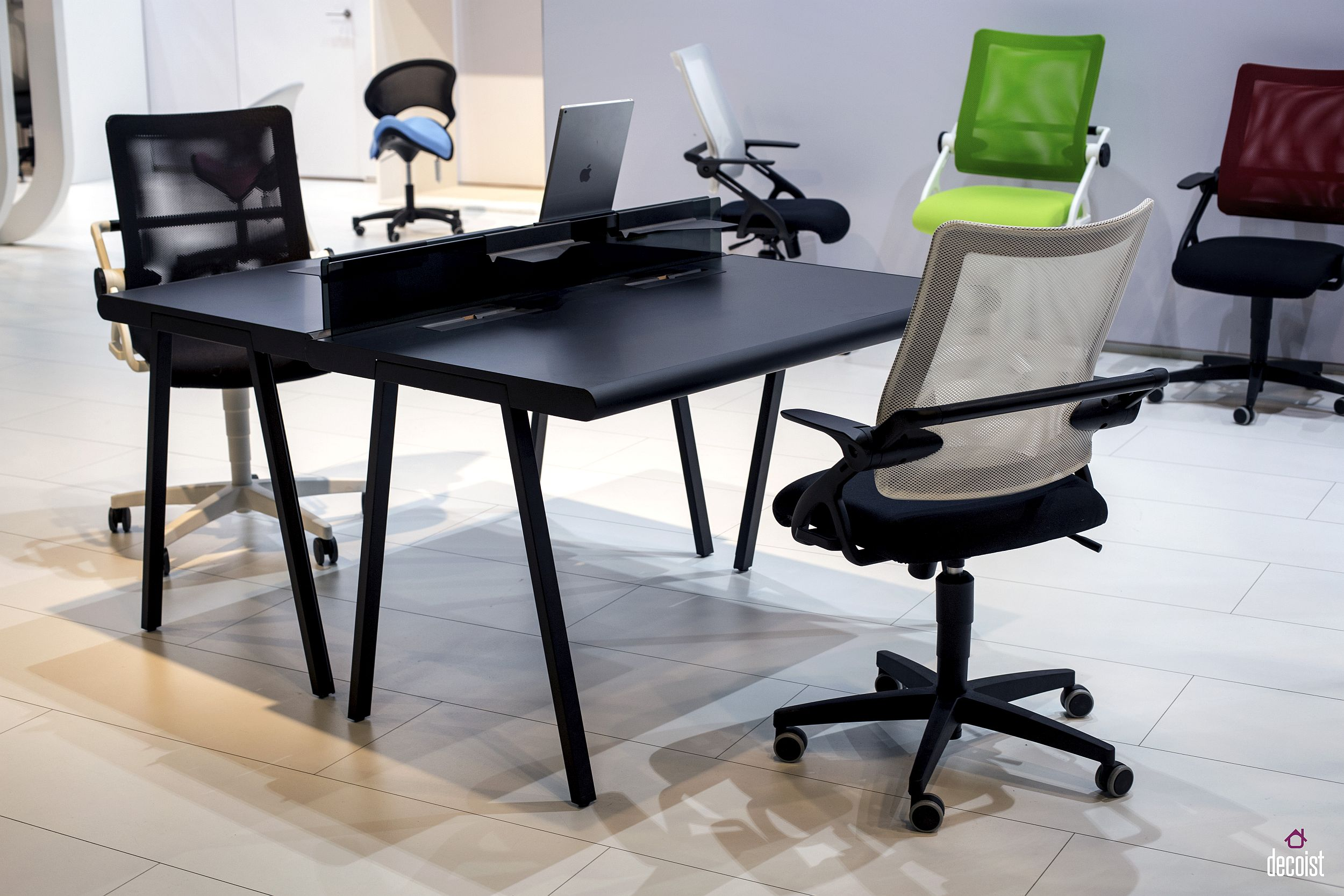 Fabulous finds 15 work desks for a trendy home office for Work desks home