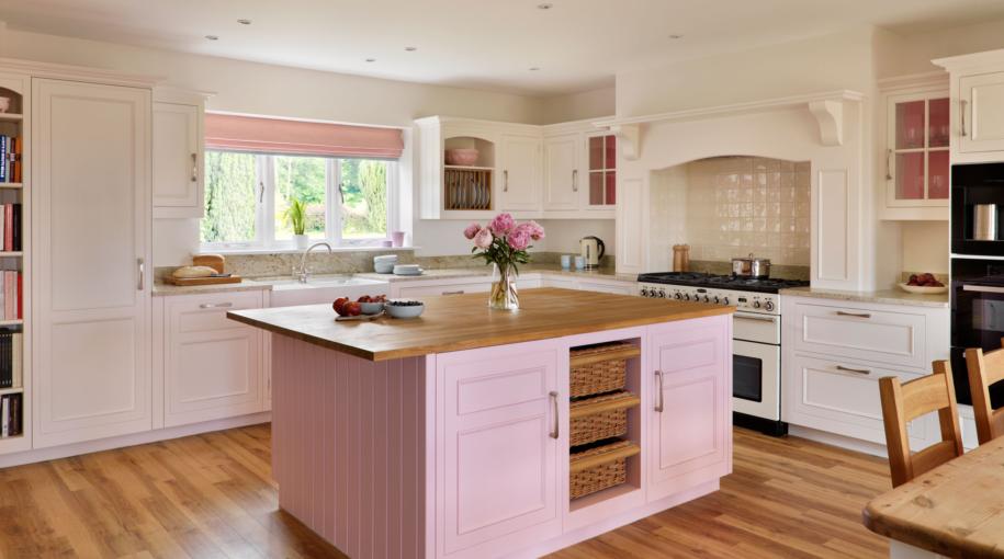 L'îlot de cuisine rose comme élément audacieux et frappant