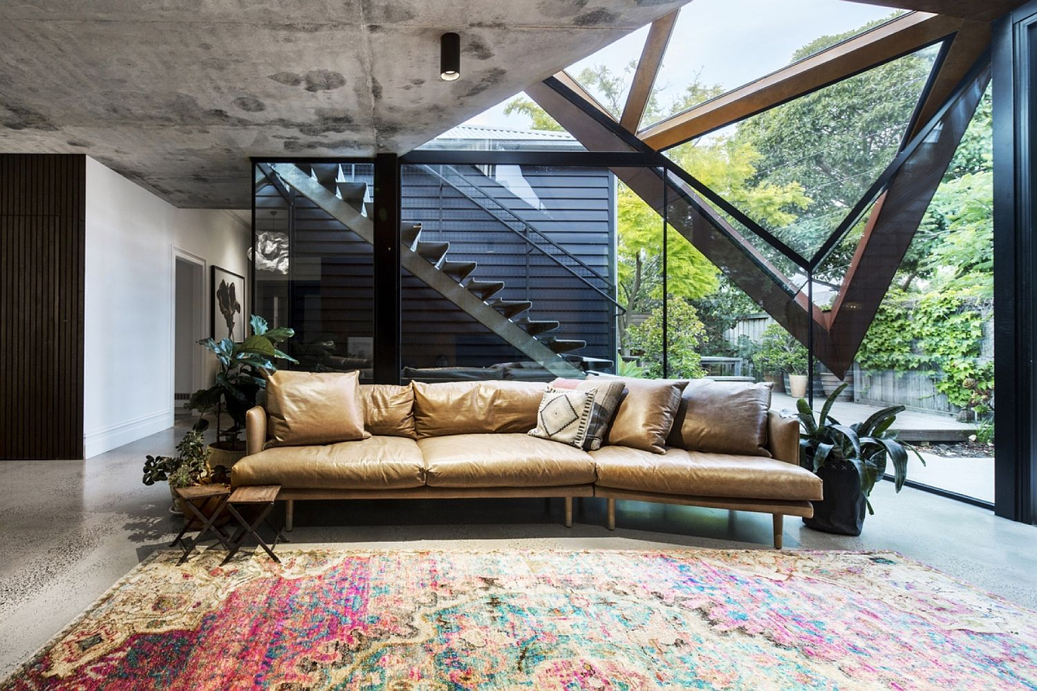 Plush-couch-and-colorful-rug-for-the-glassy-lounge
