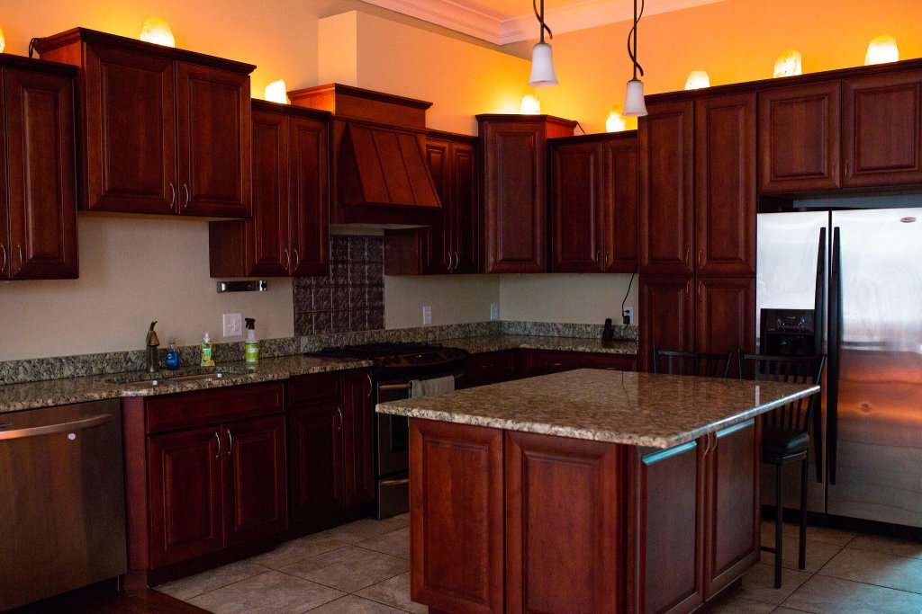 Put-the-salt-lamps-on-top-of-the-kitchen-cabinet-structure-