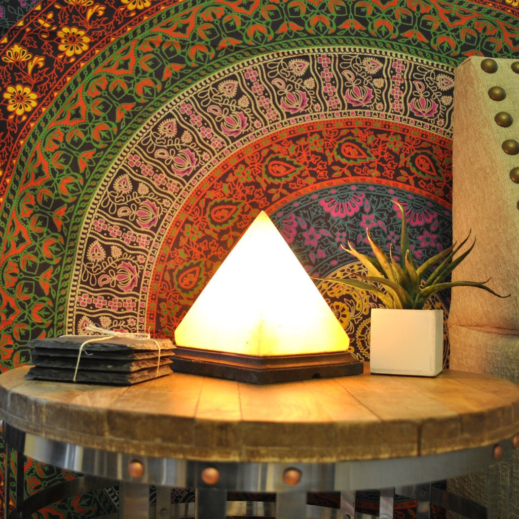 Pyramid-salt-lamp-as-a-core-decor-element