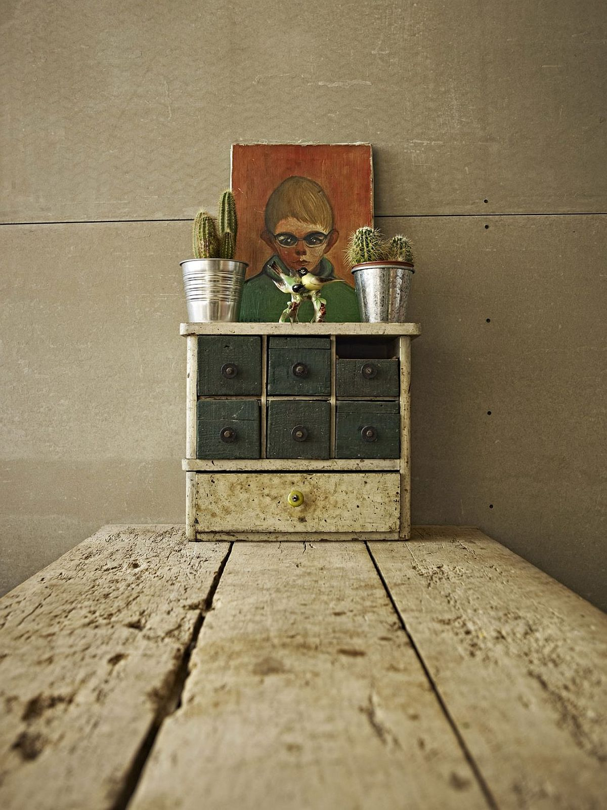 Quirky and cool vintage decor for the small industrial Miniloft in Budapest
