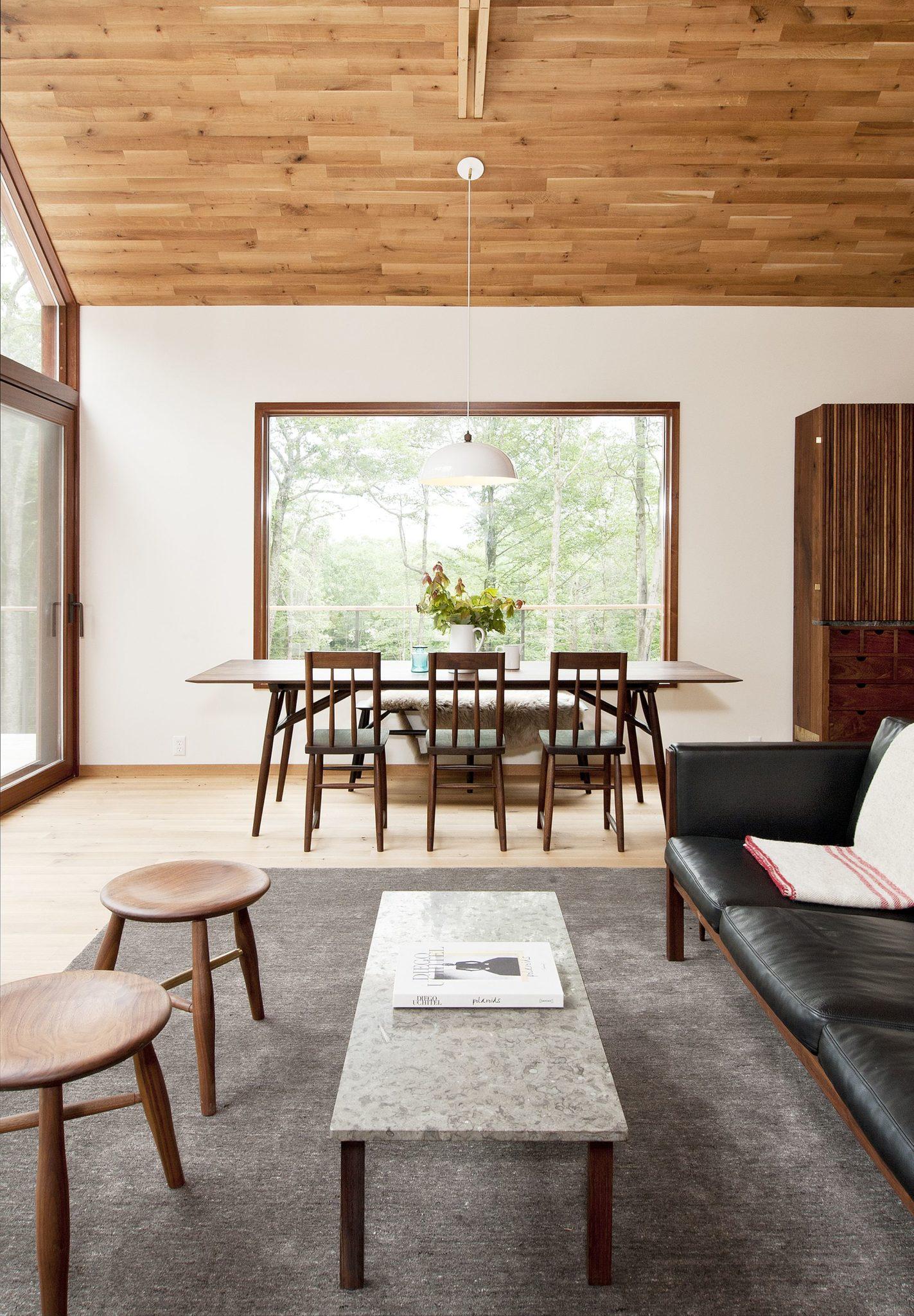 Scandinavian-and-mid-century-aesthetics-combined-inside-the-stylish-New-York-Cabin