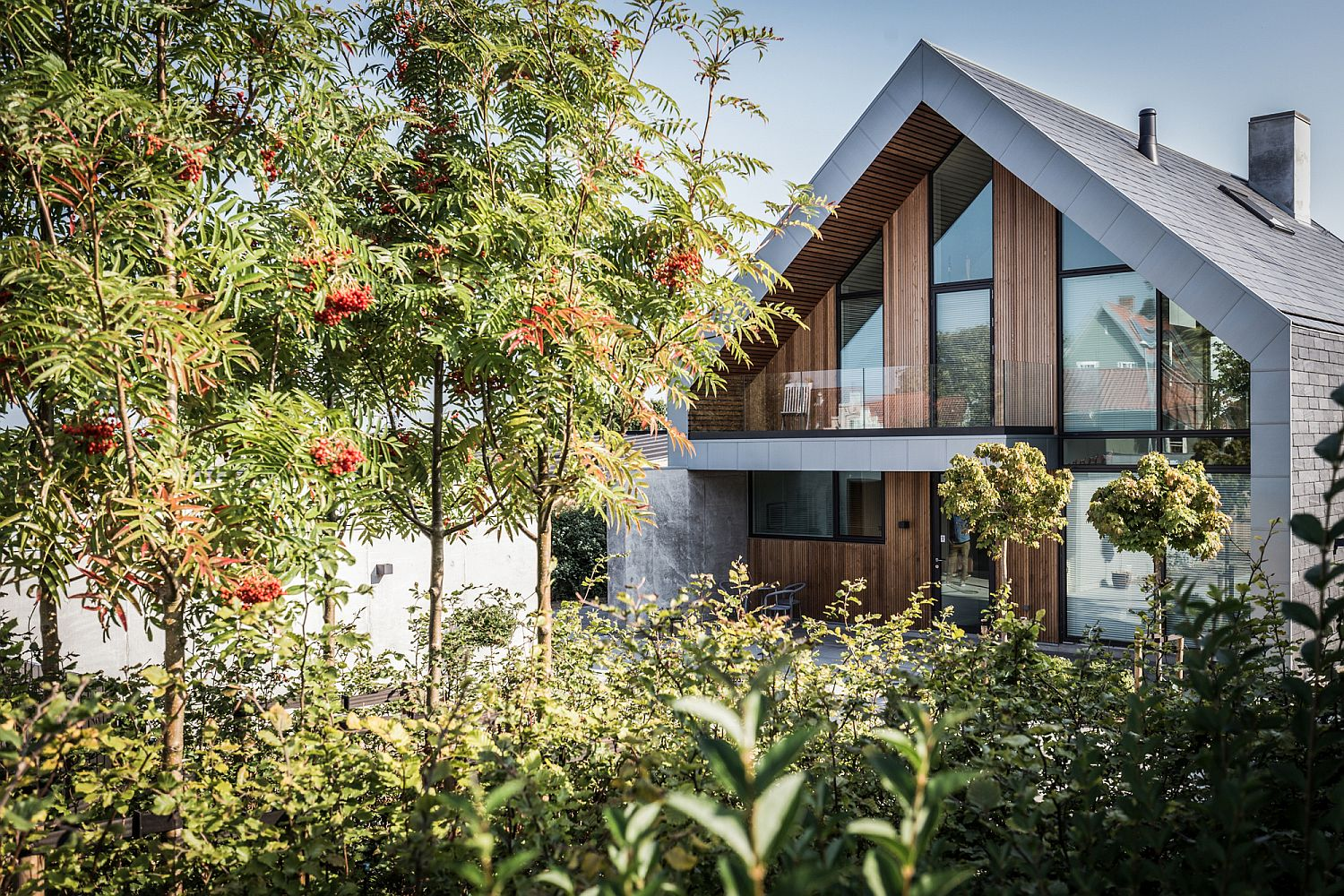 Slate, zinc and wooden strips create a stylish and unique residence in Denmark