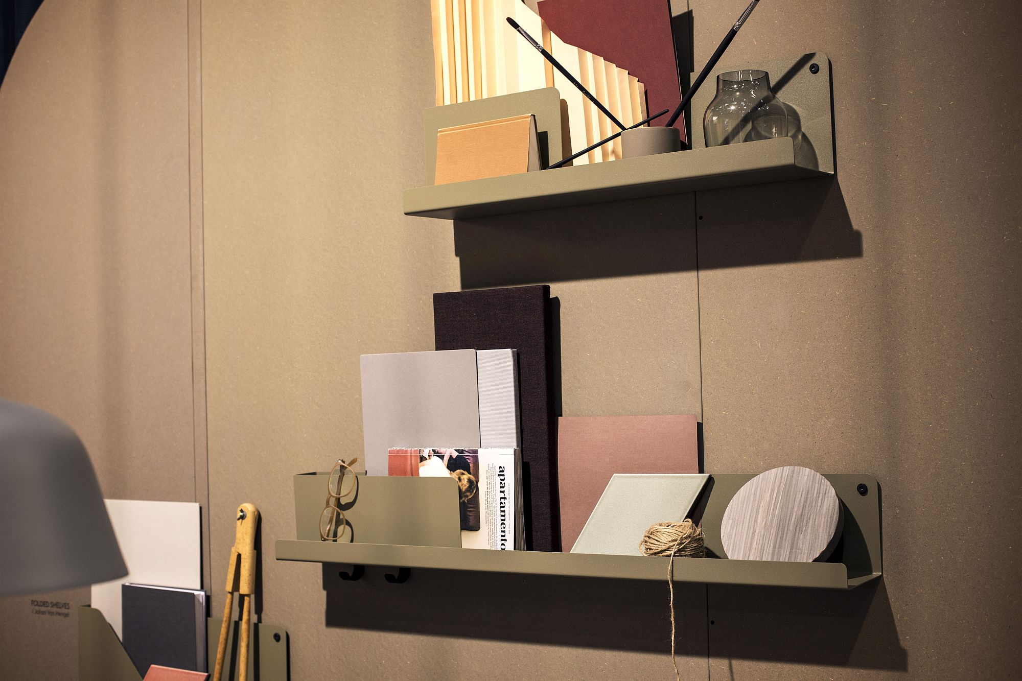Small home office shelving idea that saves up on space