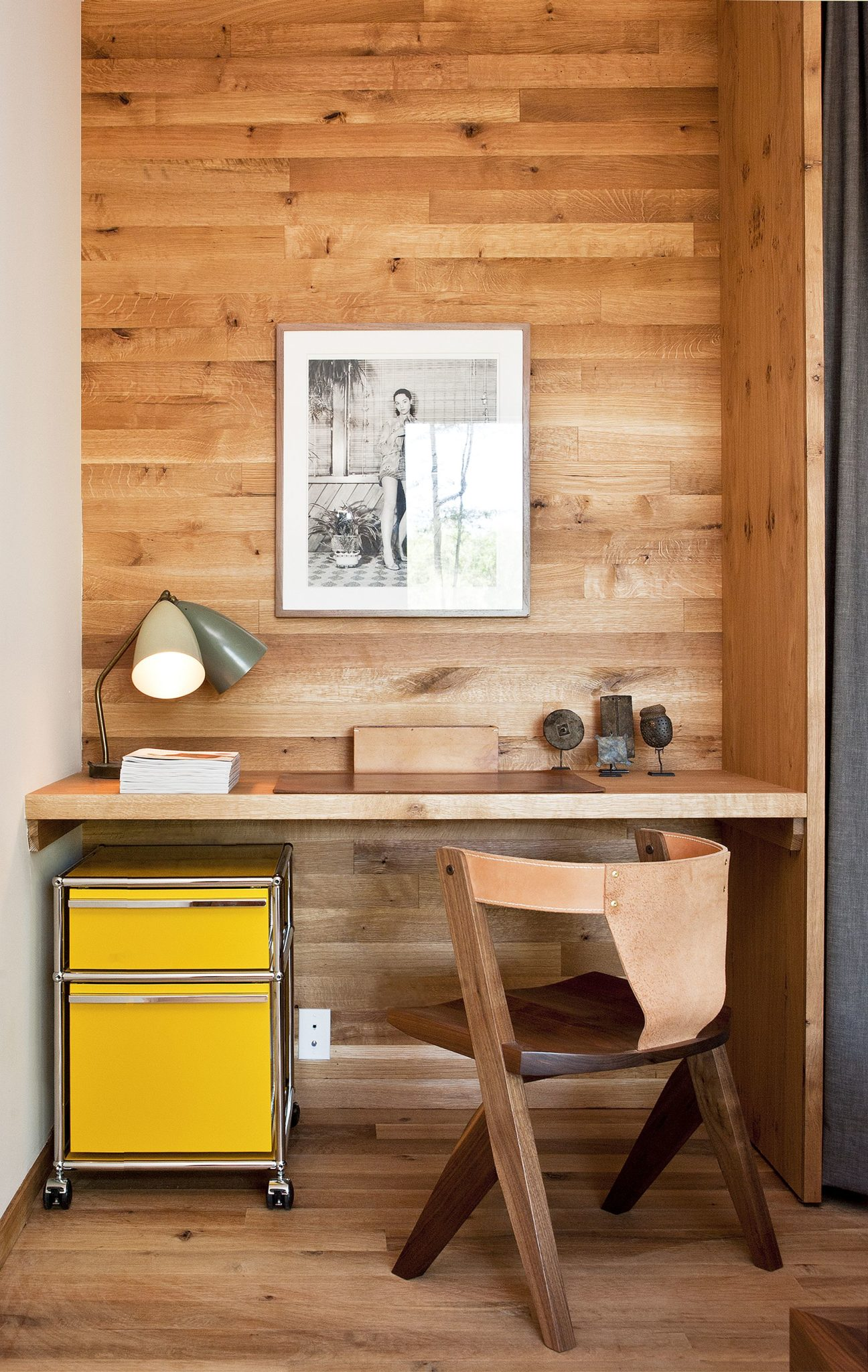 Small-workspace-in-the-corner-or-hallway-demands-little-square-footage