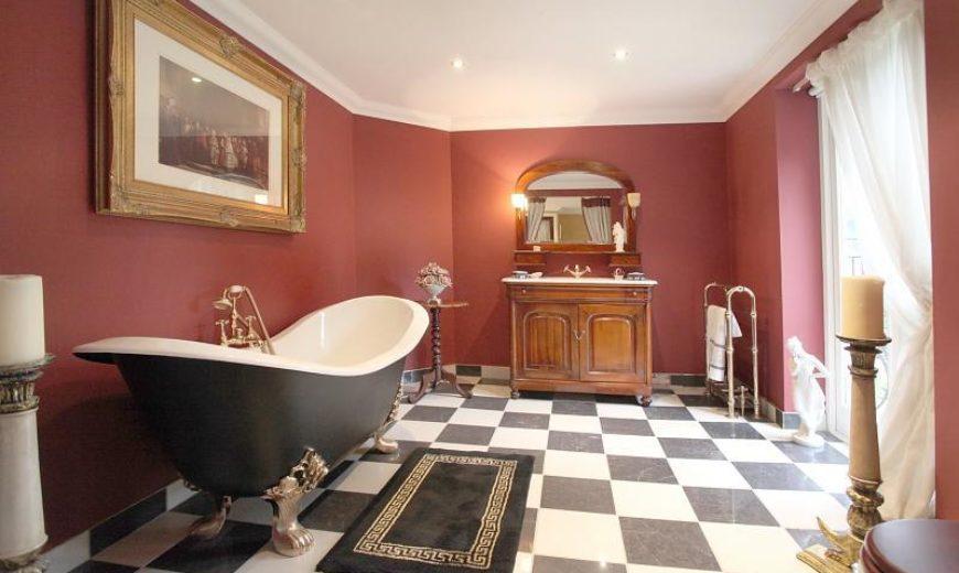 30 Vintage and Grandiose Checkered Bathrooms
