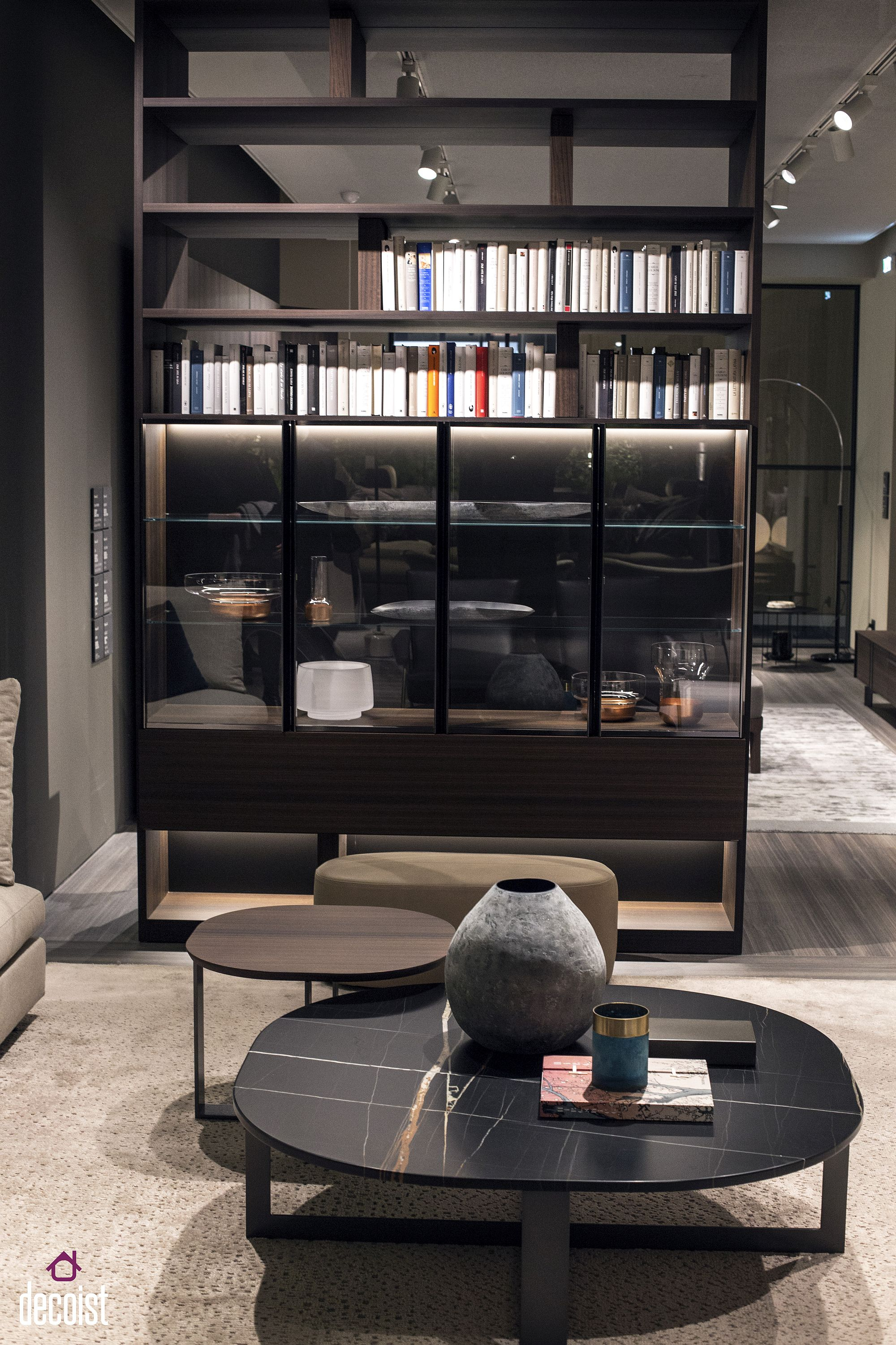 Standalone unit with bookshelf on top and cabinet below from Molteni & C is a great space-saver