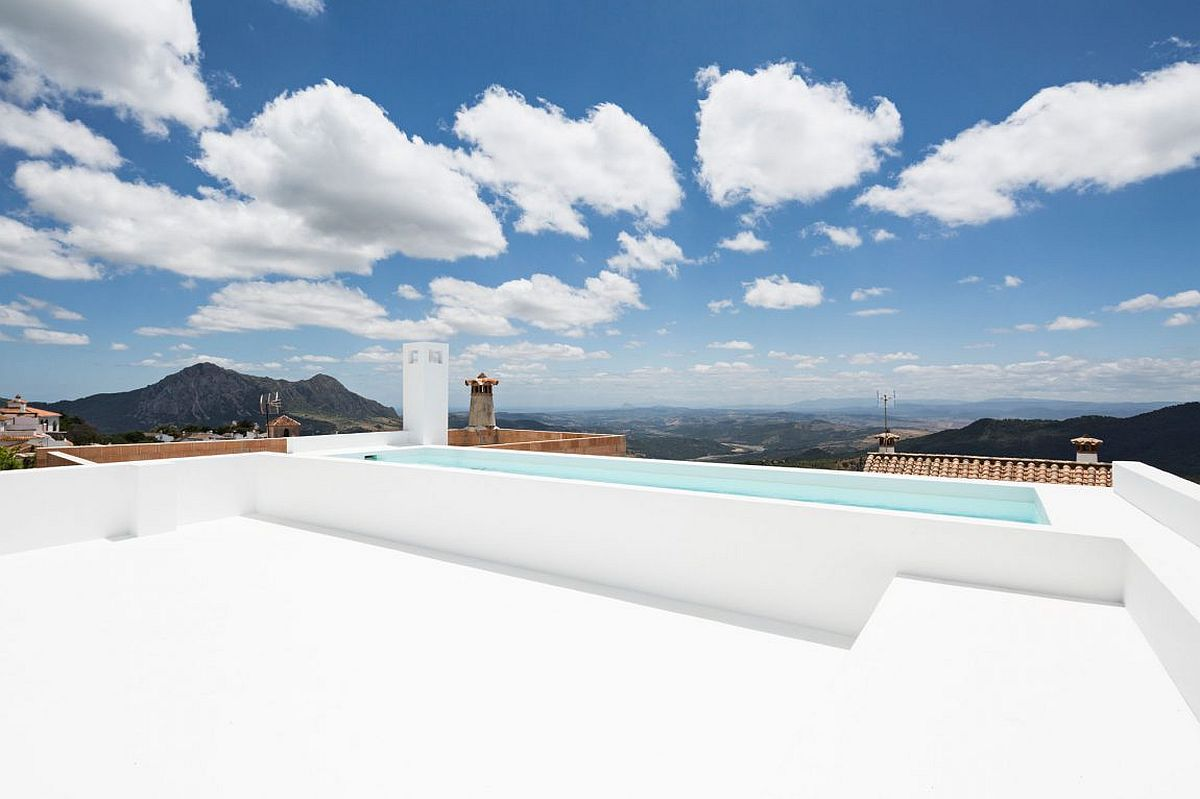Stunning-pool-with-a-view-of-Gibraltor-Africa-and-beyond