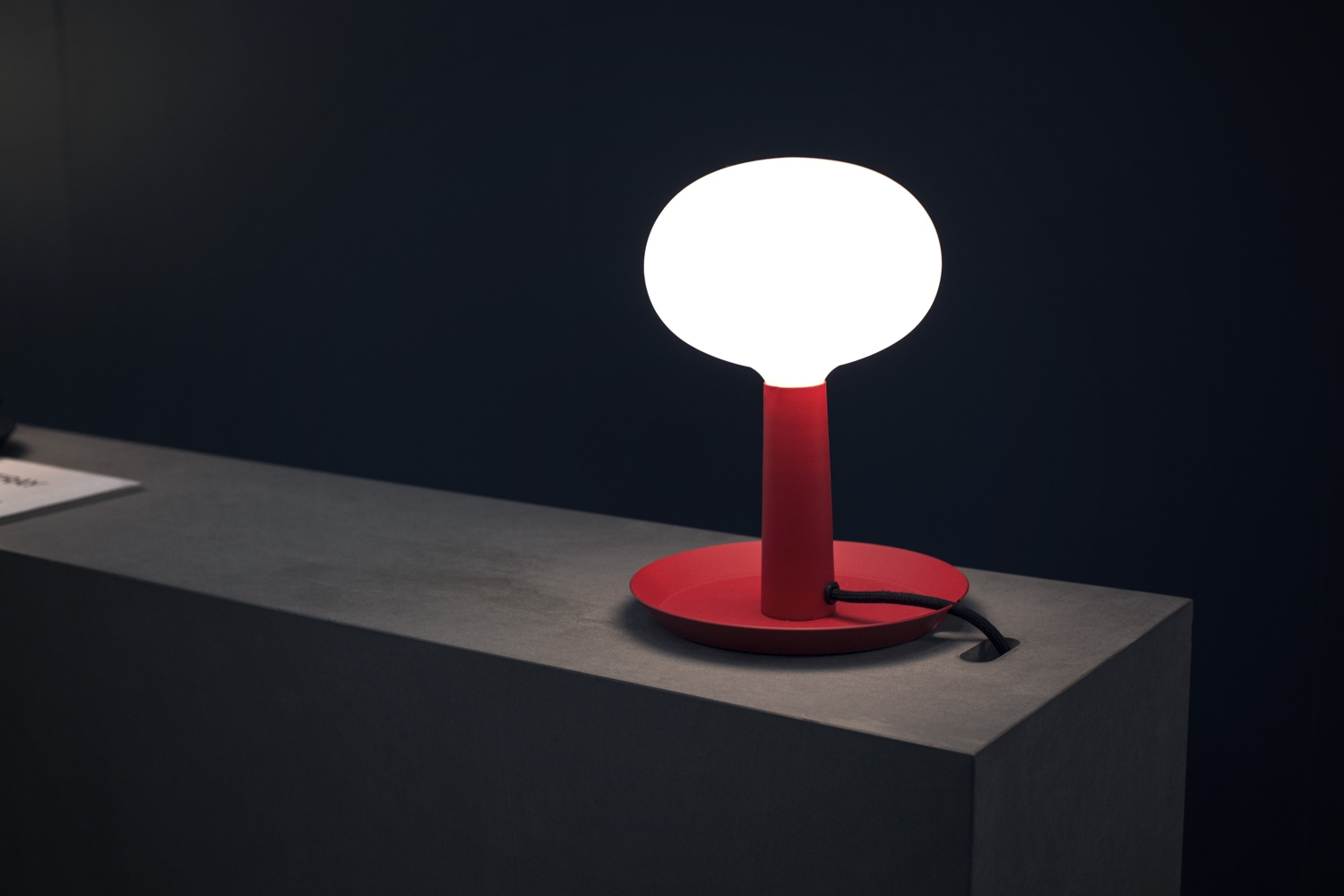 Tray table lamp red